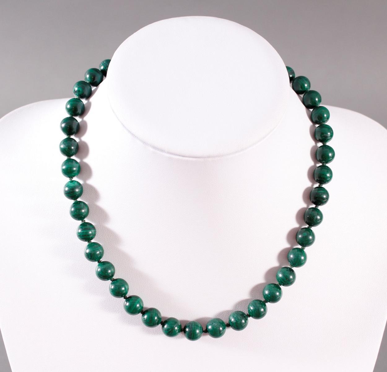Halskette aus Malachit, 8 Karat Karabinerschließe