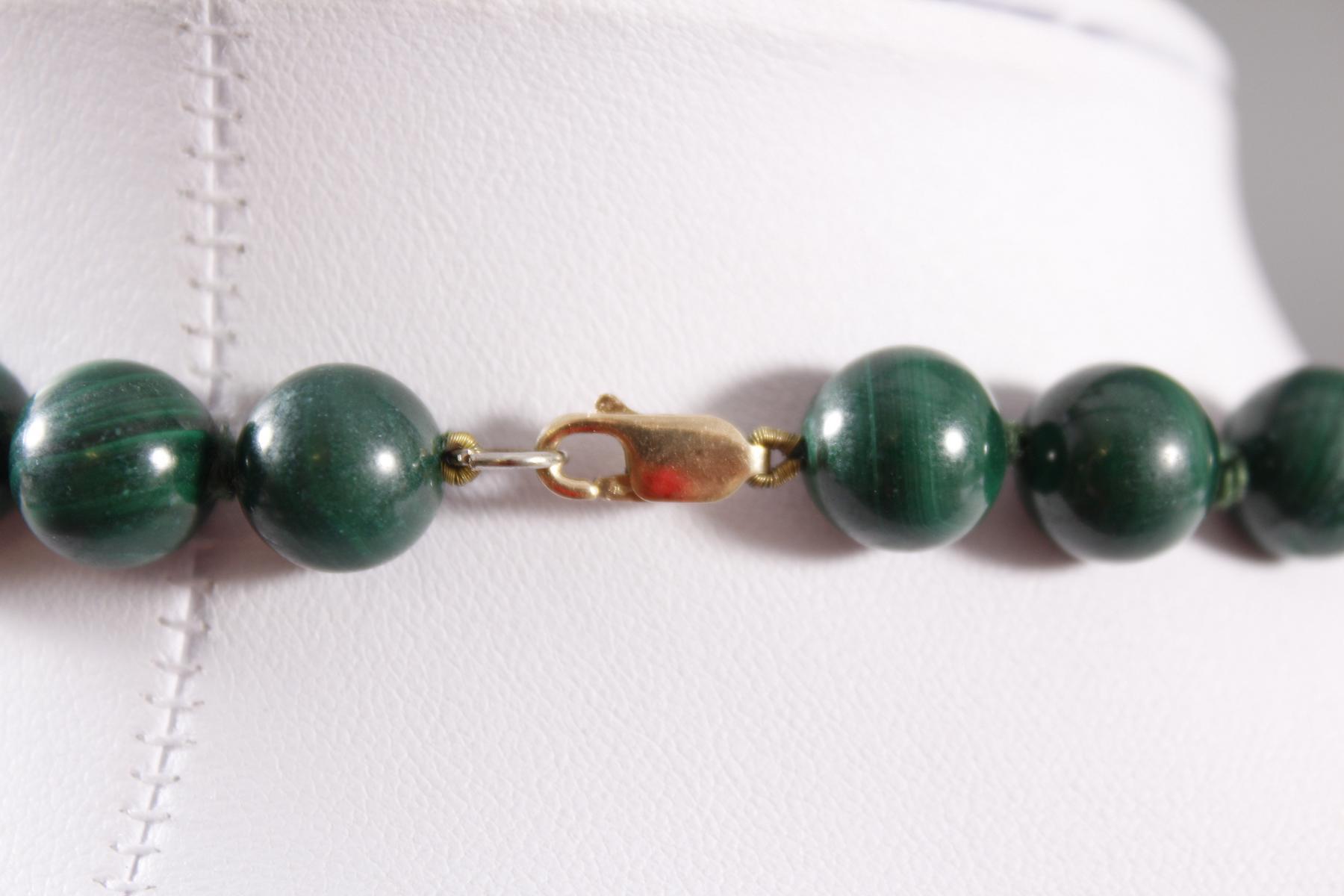 Halskette aus Malachit, 8 Karat Karabinerschließe-2