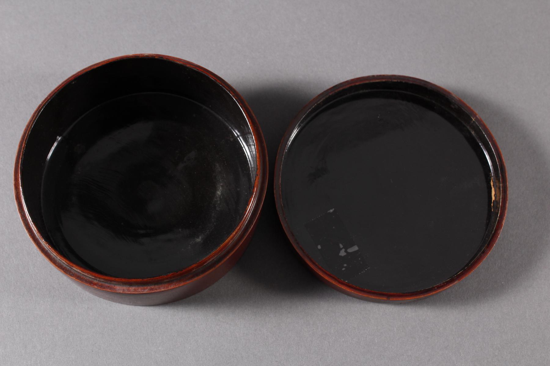 Lack Deckeldose mit 10 Tellereinsätzen, Japan, späte Meiji Periode-4