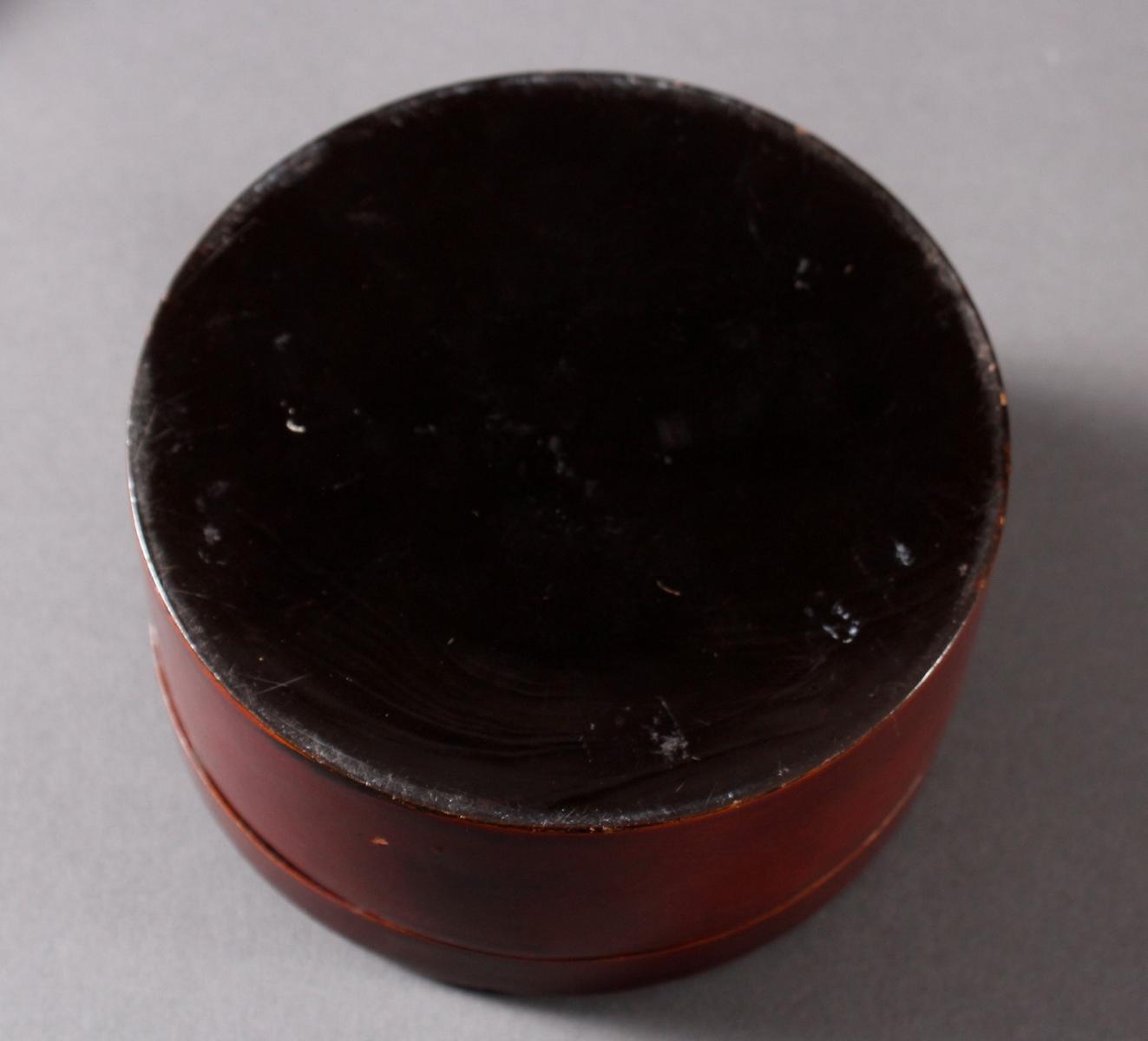 Lack Deckeldose mit 10 Tellereinsätzen, Japan, späte Meiji Periode-5