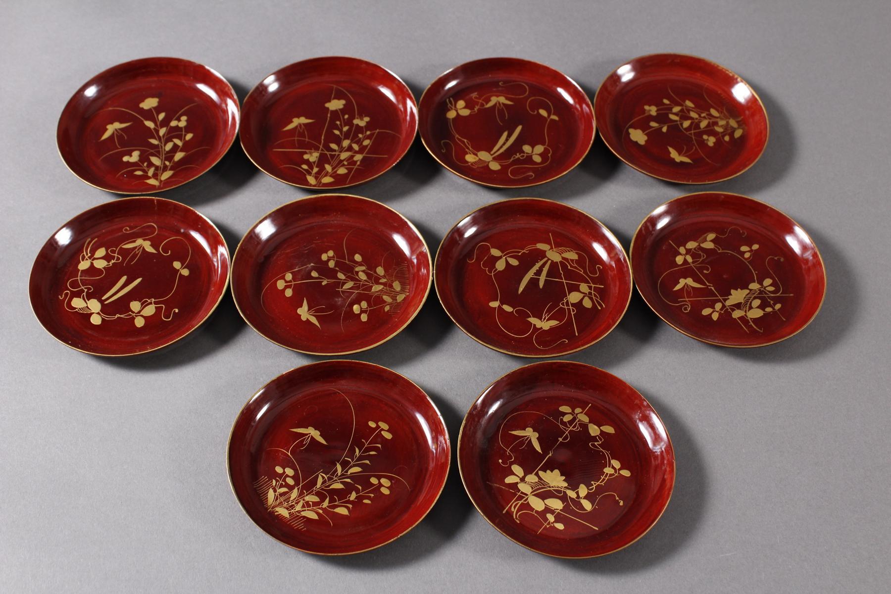 Lack Deckeldose mit 10 Tellereinsätzen, Japan, späte Meiji Periode-6