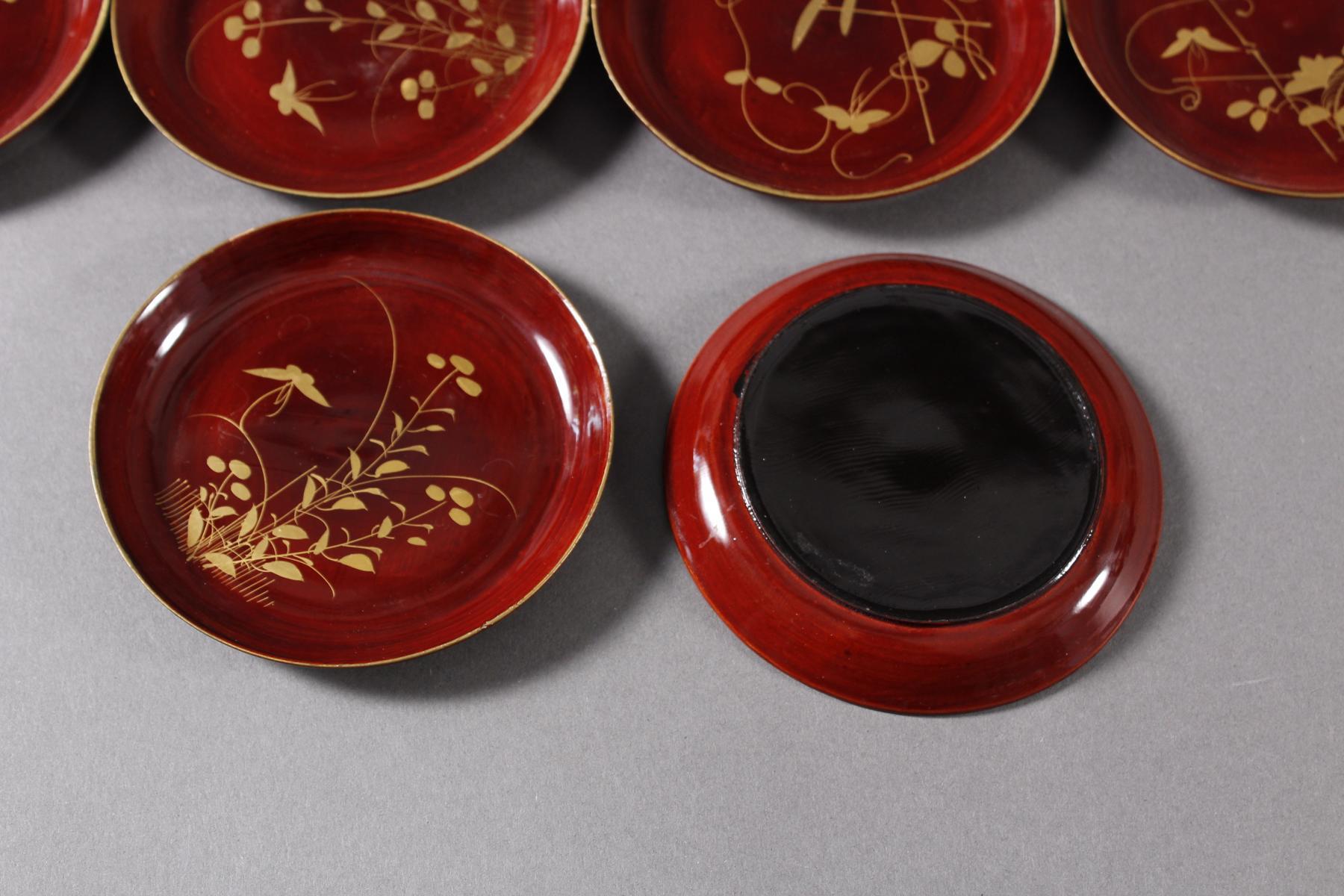 Lack Deckeldose mit 10 Tellereinsätzen, Japan, späte Meiji Periode-7