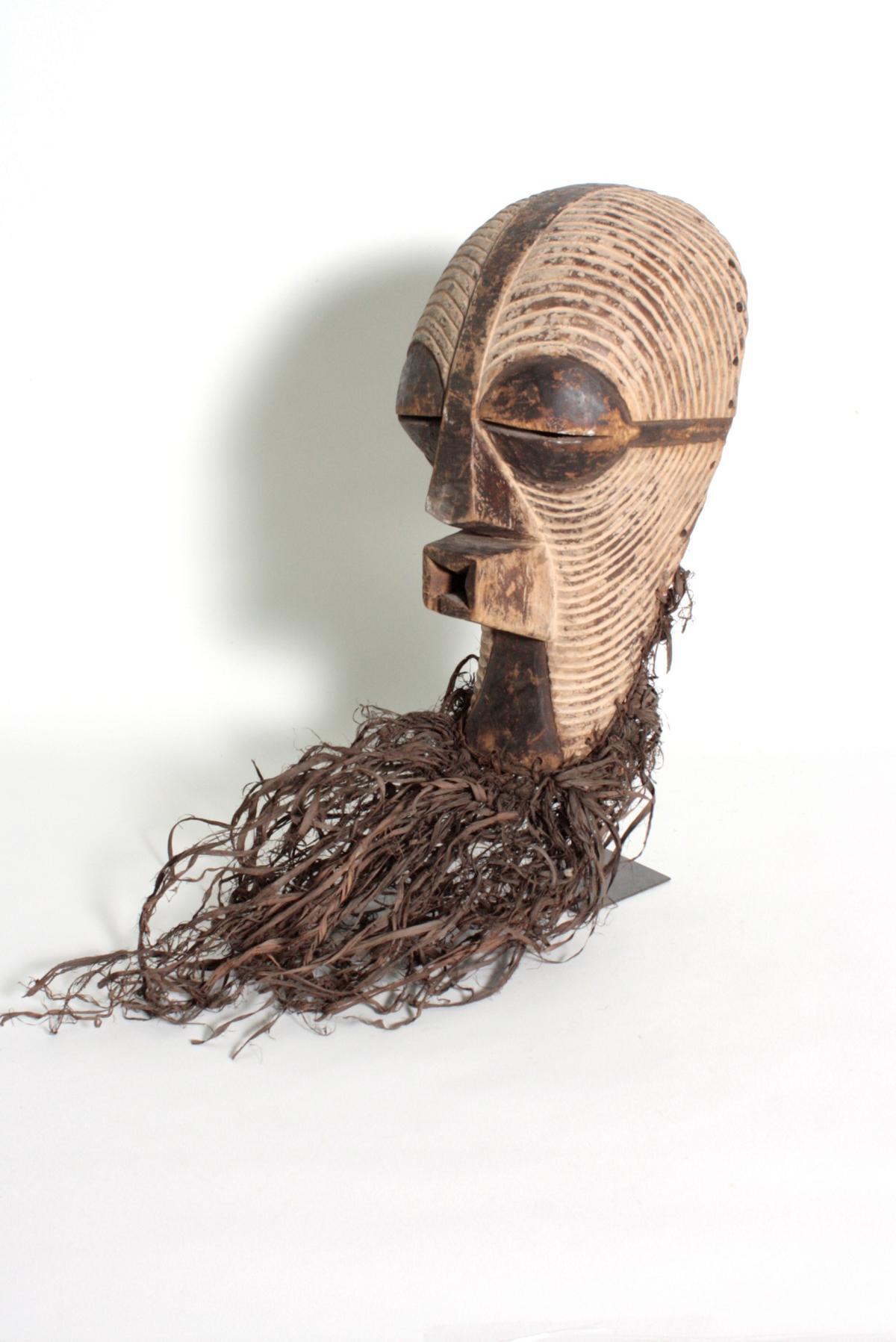 Weibliche Kifwebe-Maske 'kikashi', Kongo/Songe,  1. Hälfte 20. Jh-3