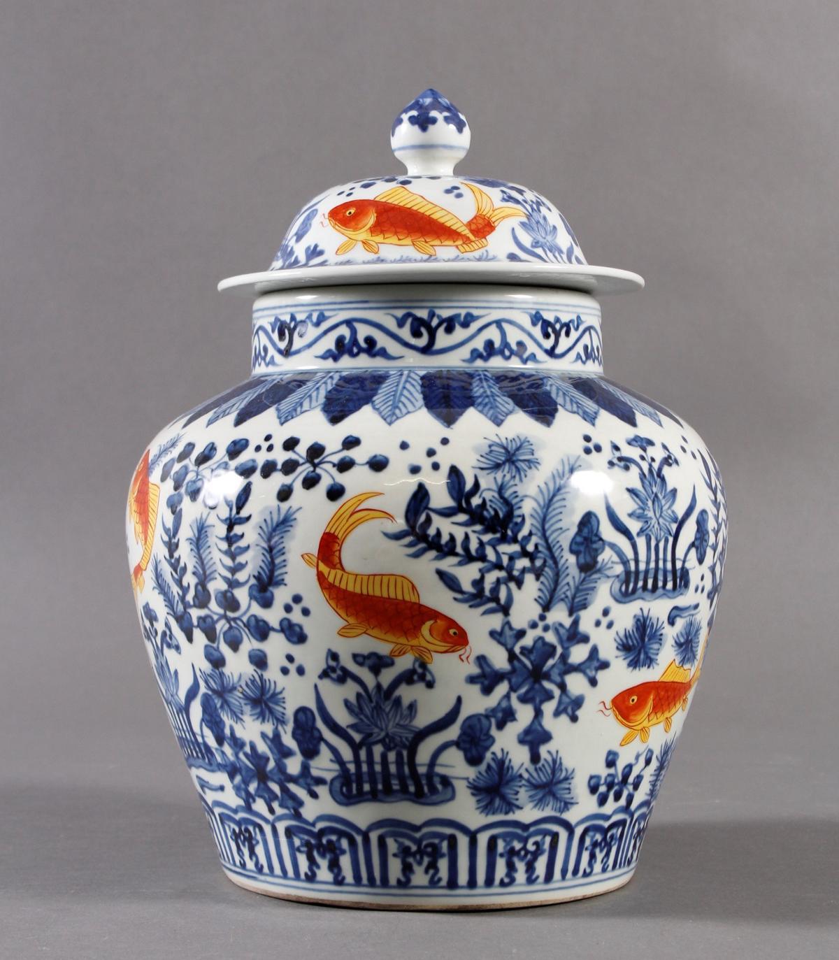 Porzellan Deckelvase, China