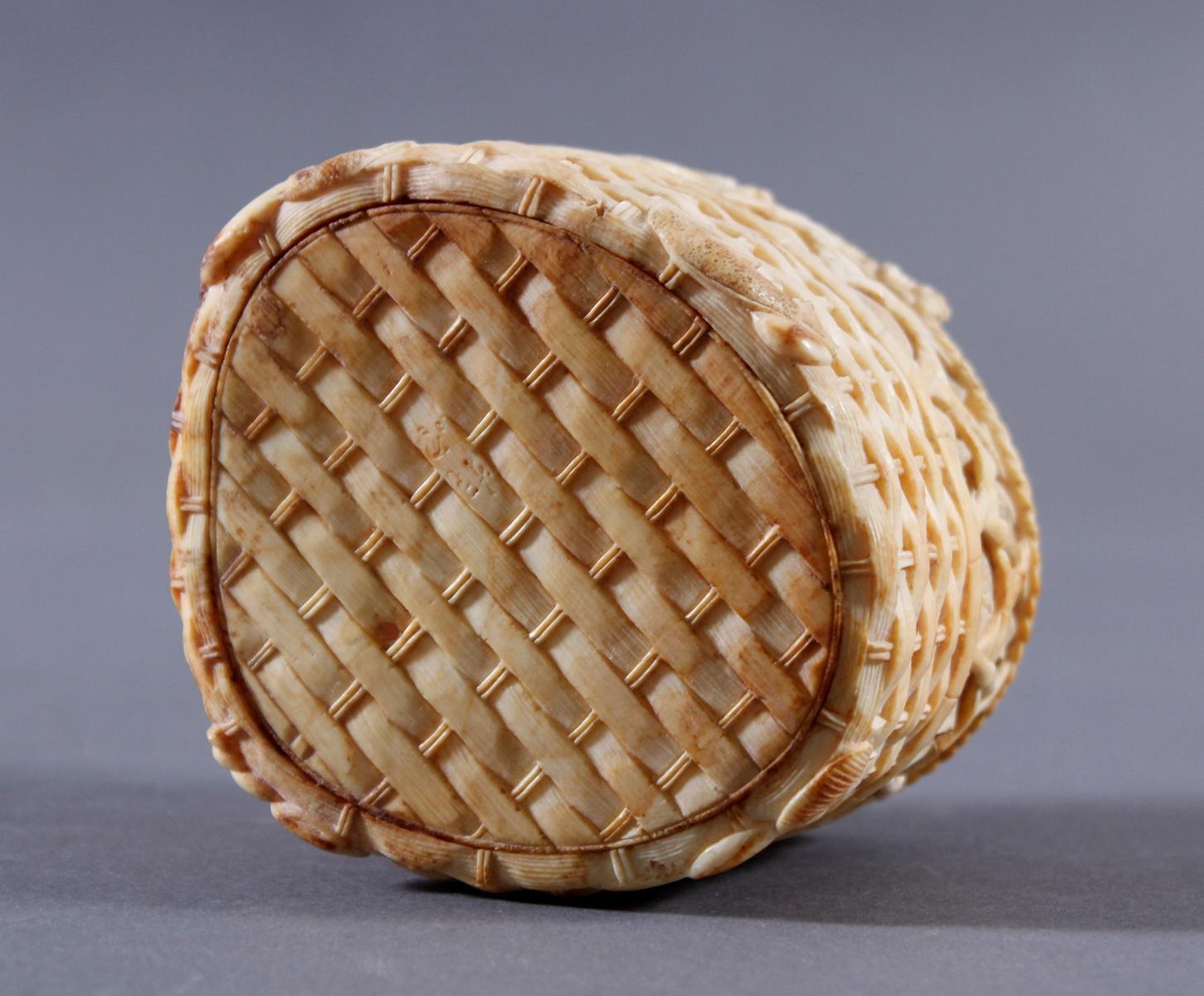 Elfenbein Deckeldose, Japan um 1900-7