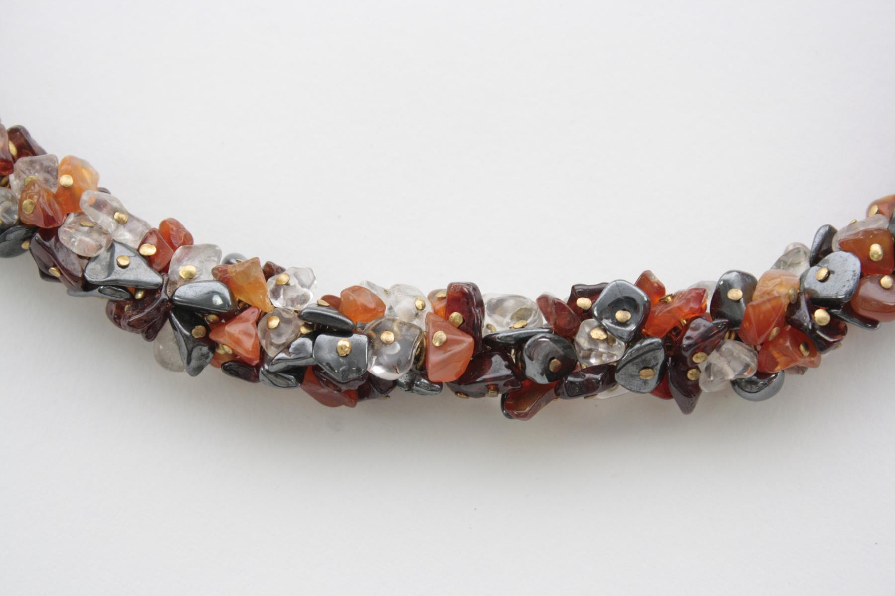 Prachtvolle Halskette aus unterschiedlichen aufgefädelten Edelsteinen-2