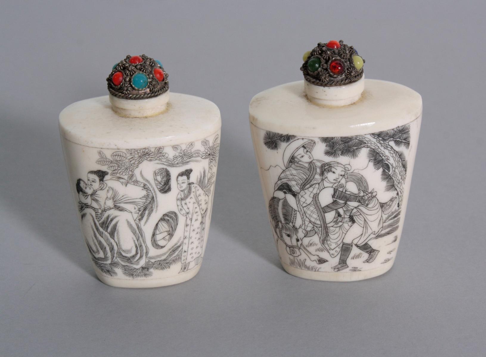 Paar Snuff Bottle aus Bein, China 1. Hälfte 20. Jh.-2