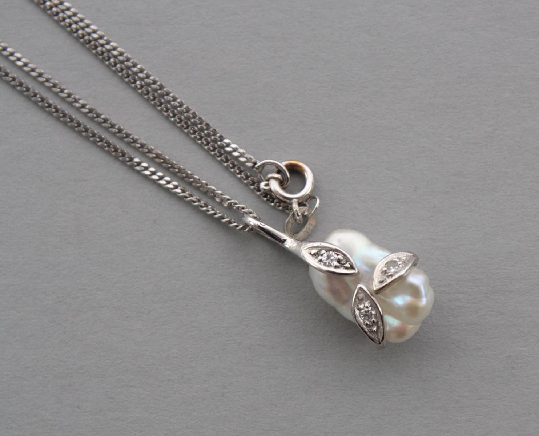 Halskette mit Biwaperle- und Diamantanhänger, 14 Karat Weißgold-2