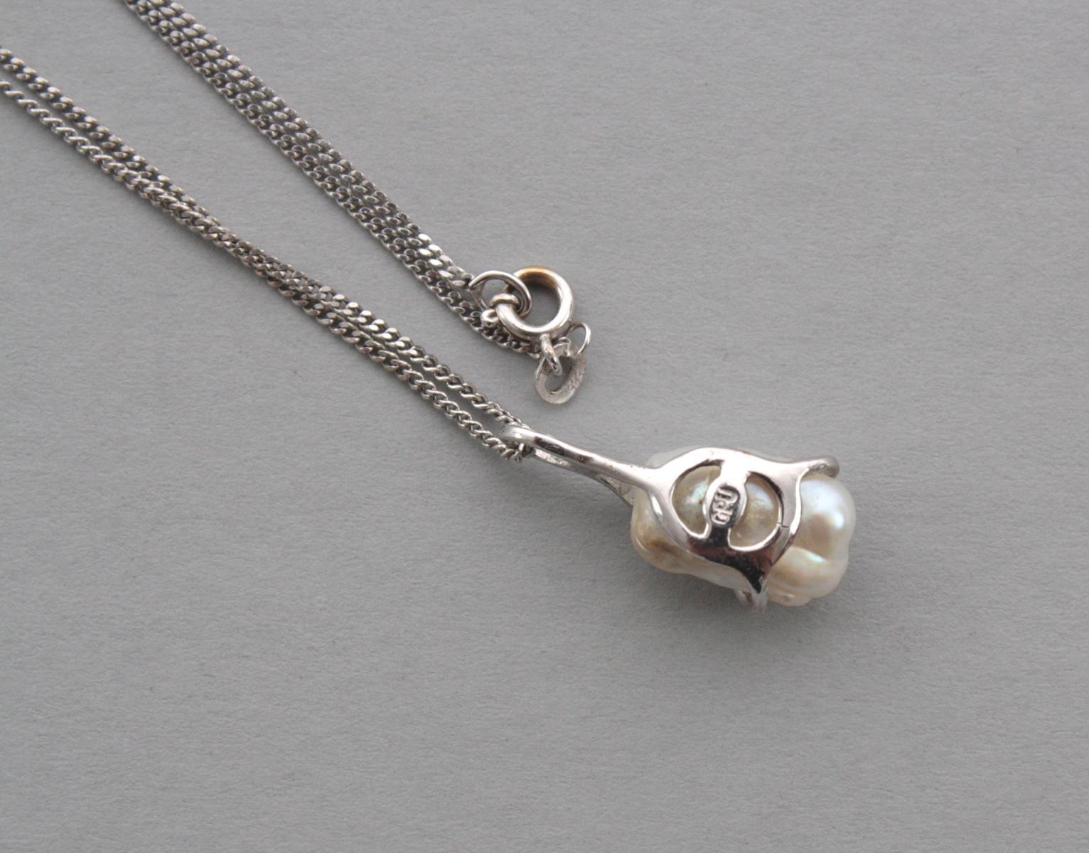 Halskette mit Biwaperle- und Diamantanhänger, 14 Karat Weißgold-3