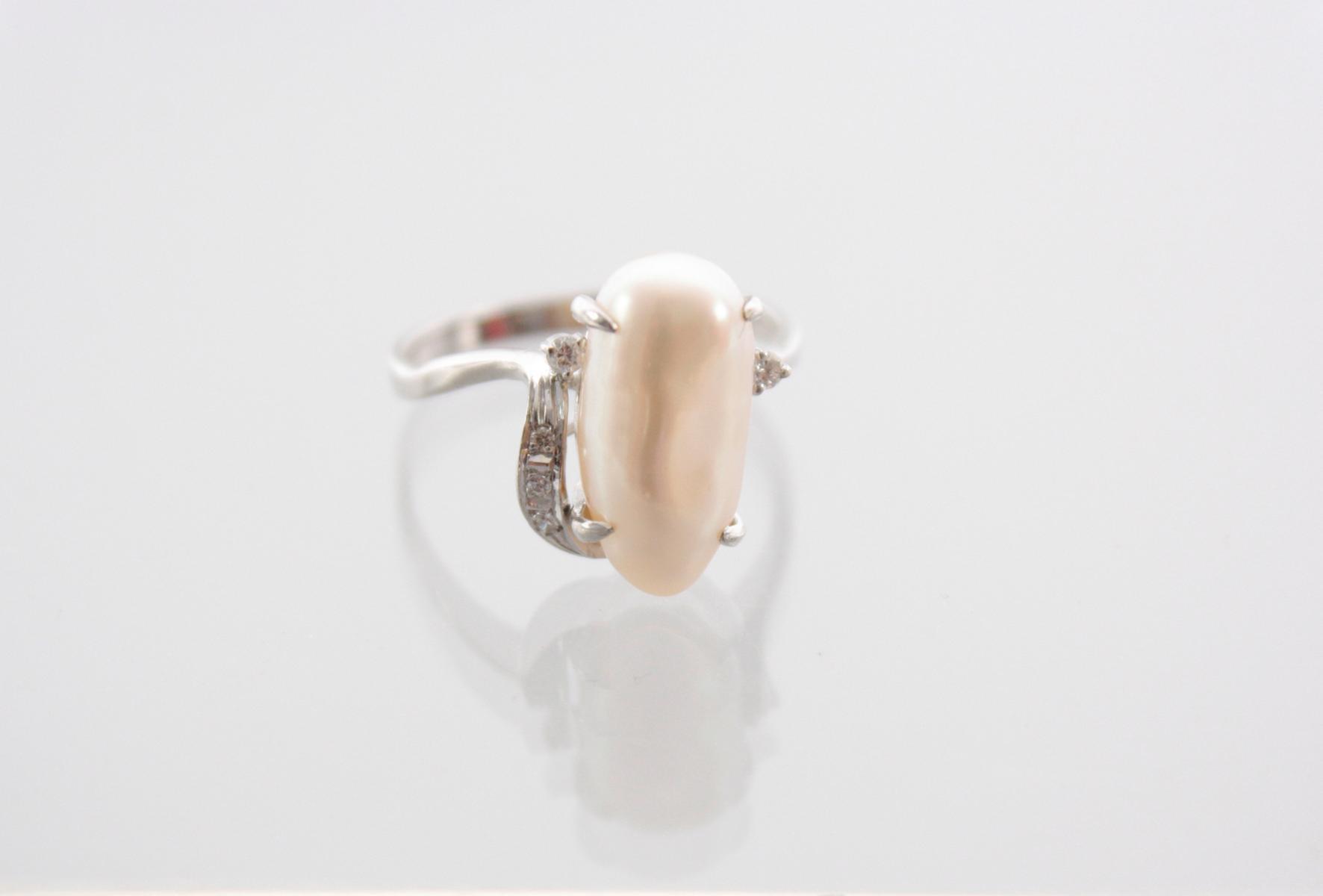 Weißgoldring mit Biwaperle und Diamanten