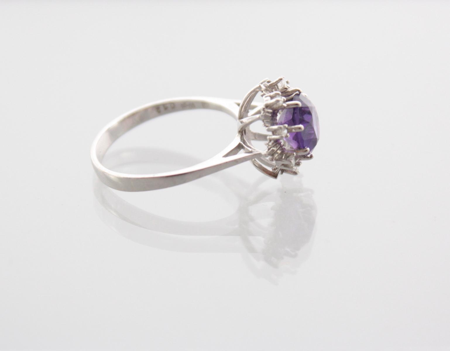 Damenring mit facettiertem Amethyst und Diamanten, 14 Karat Weißgold-2