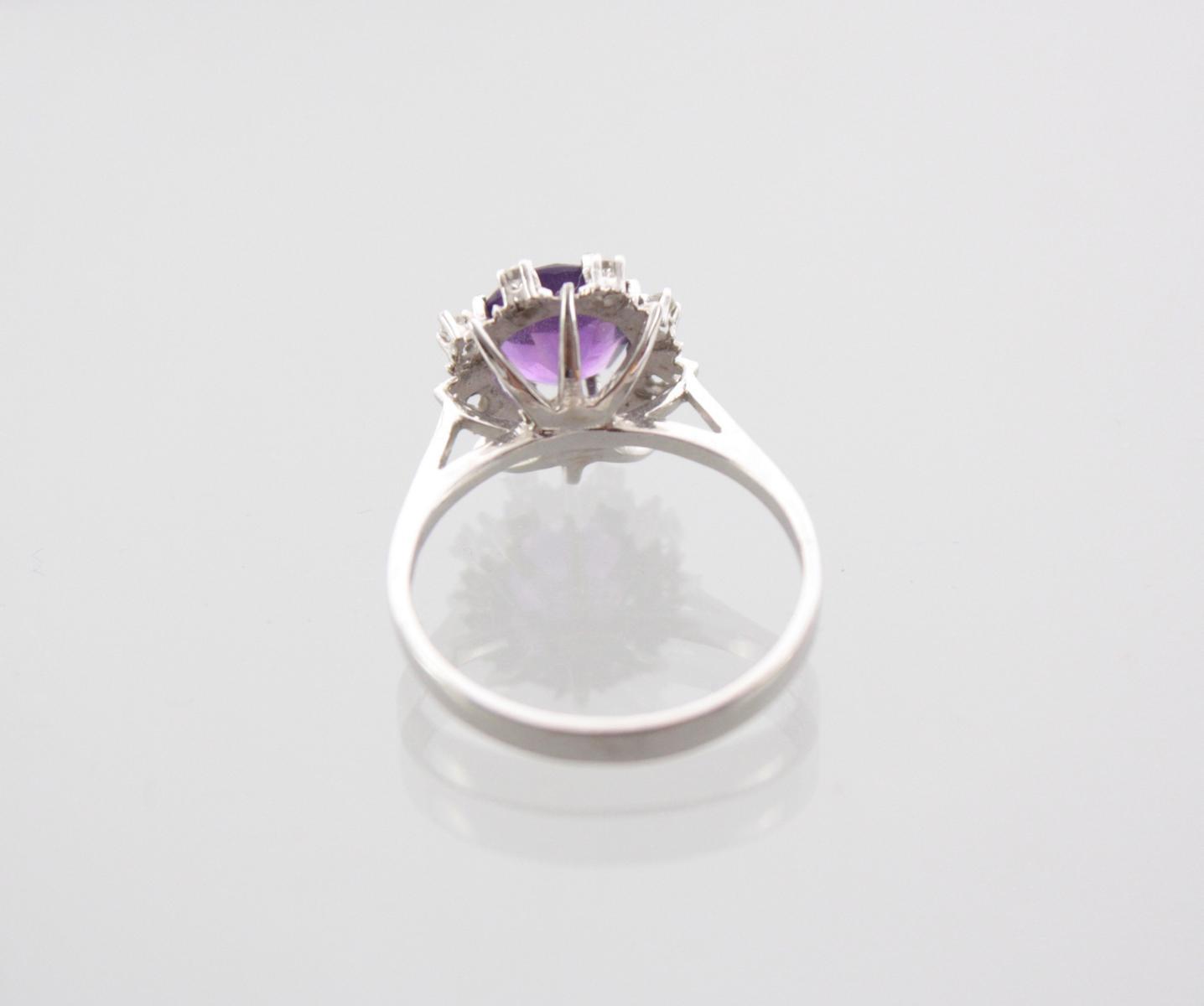 Damenring mit facettiertem Amethyst und Diamanten, 14 Karat Weißgold-3