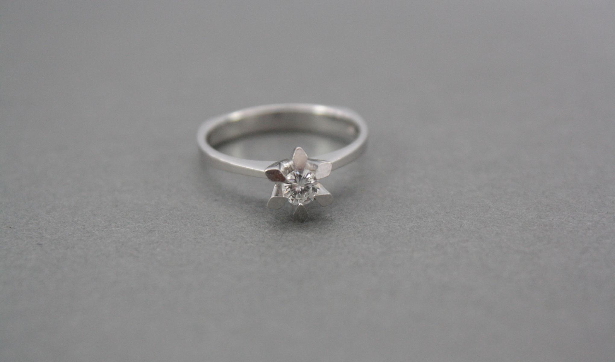 Damenring mit Diamant, 14 Karat Weißgold