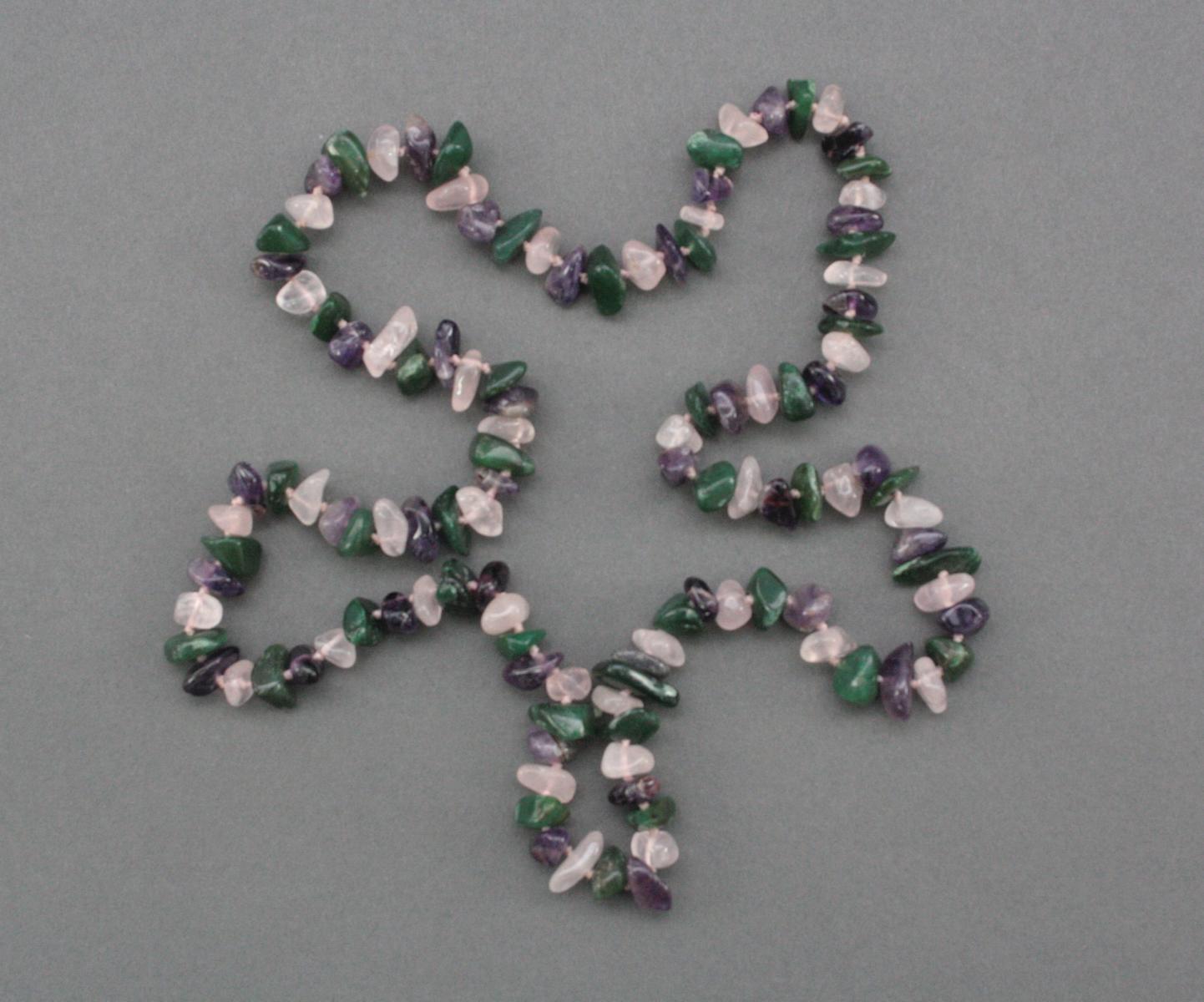 Halskette aus Rosenquarz, Jade und Amethyst