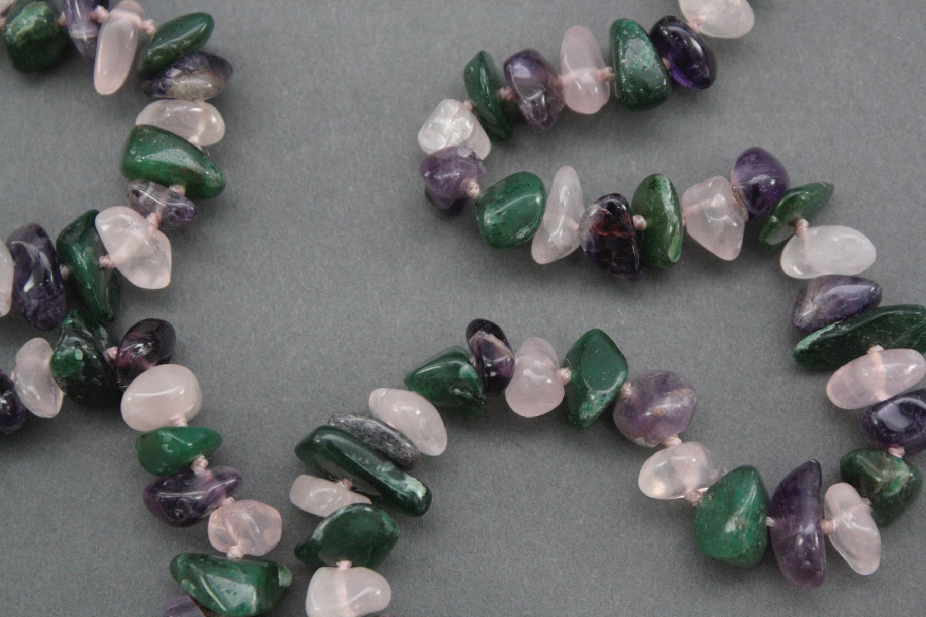 Halskette aus Rosenquarz, Jade und Amethyst-2