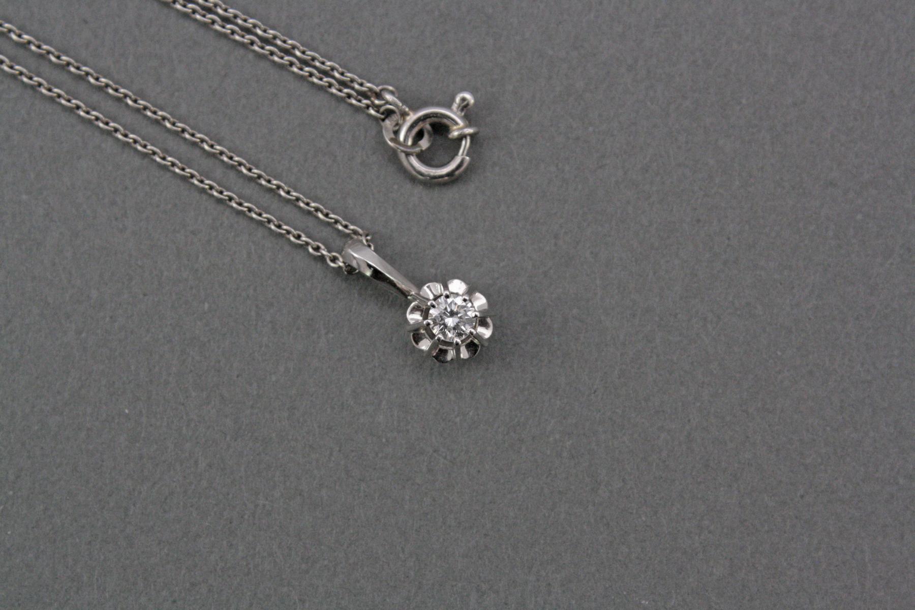Platinhalskette mit Diamantanhänger-2