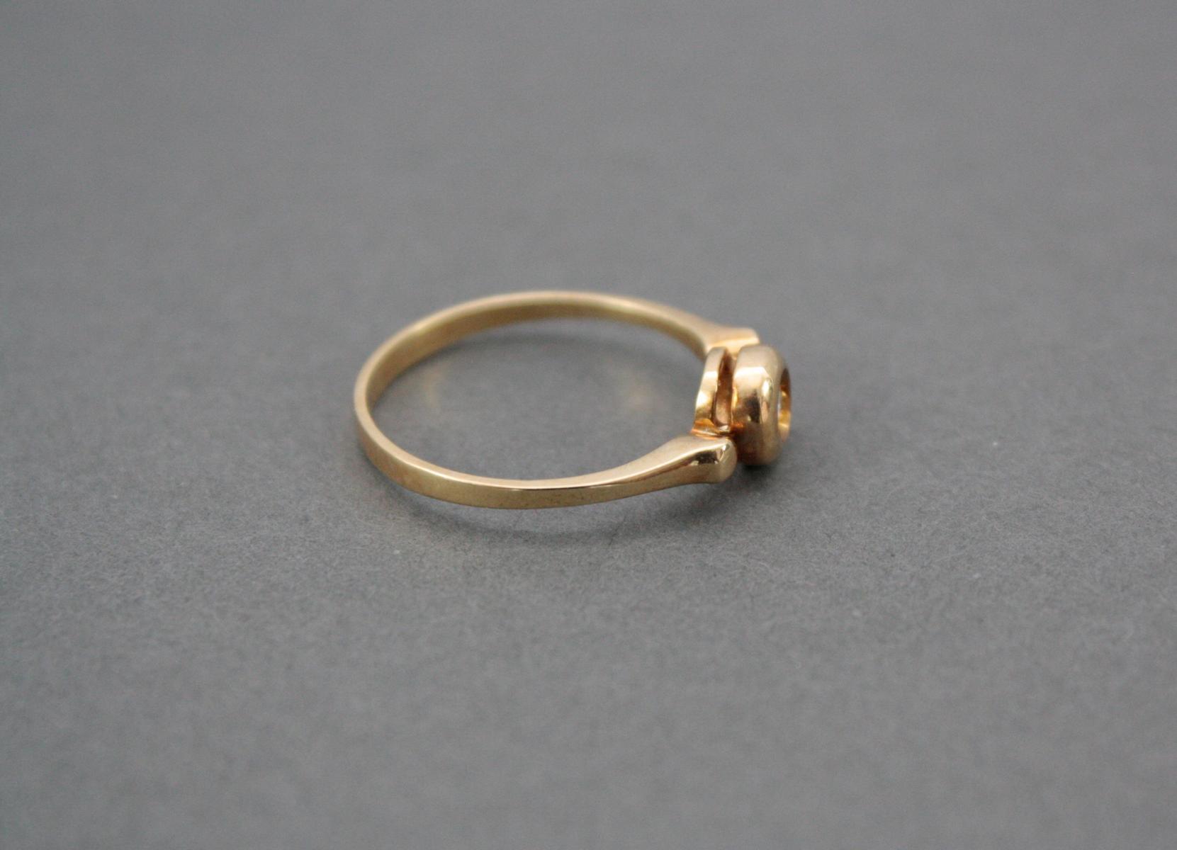 Damenring mit Diamant, 18 Karat Gelbgold-2