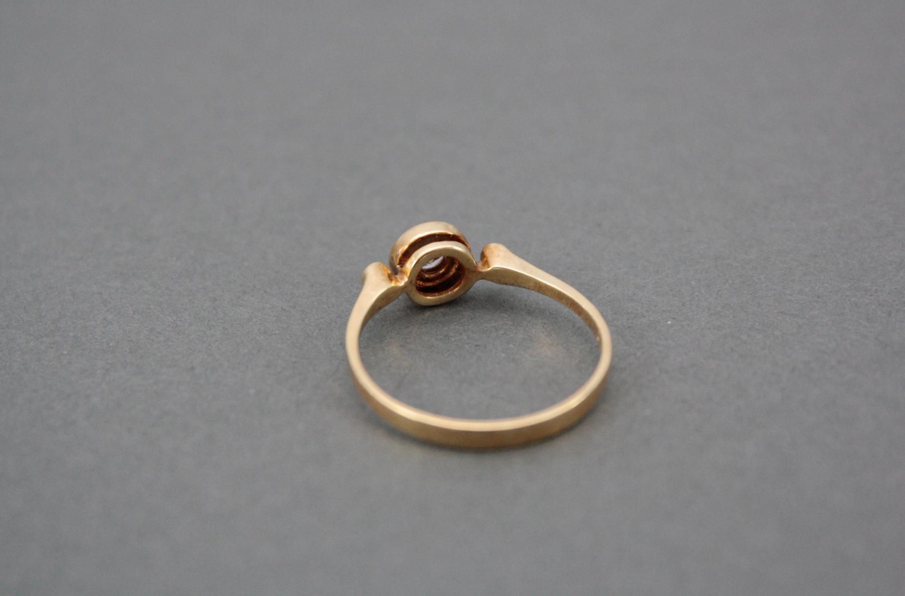 Damenring mit Diamant, 18 Karat Gelbgold-3