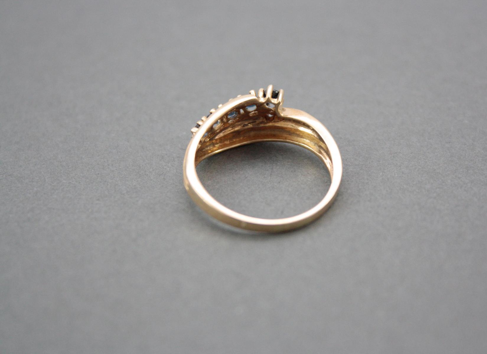 Damenring mit Saphiren und Diamanten, 14 Karat Gelbgold-2