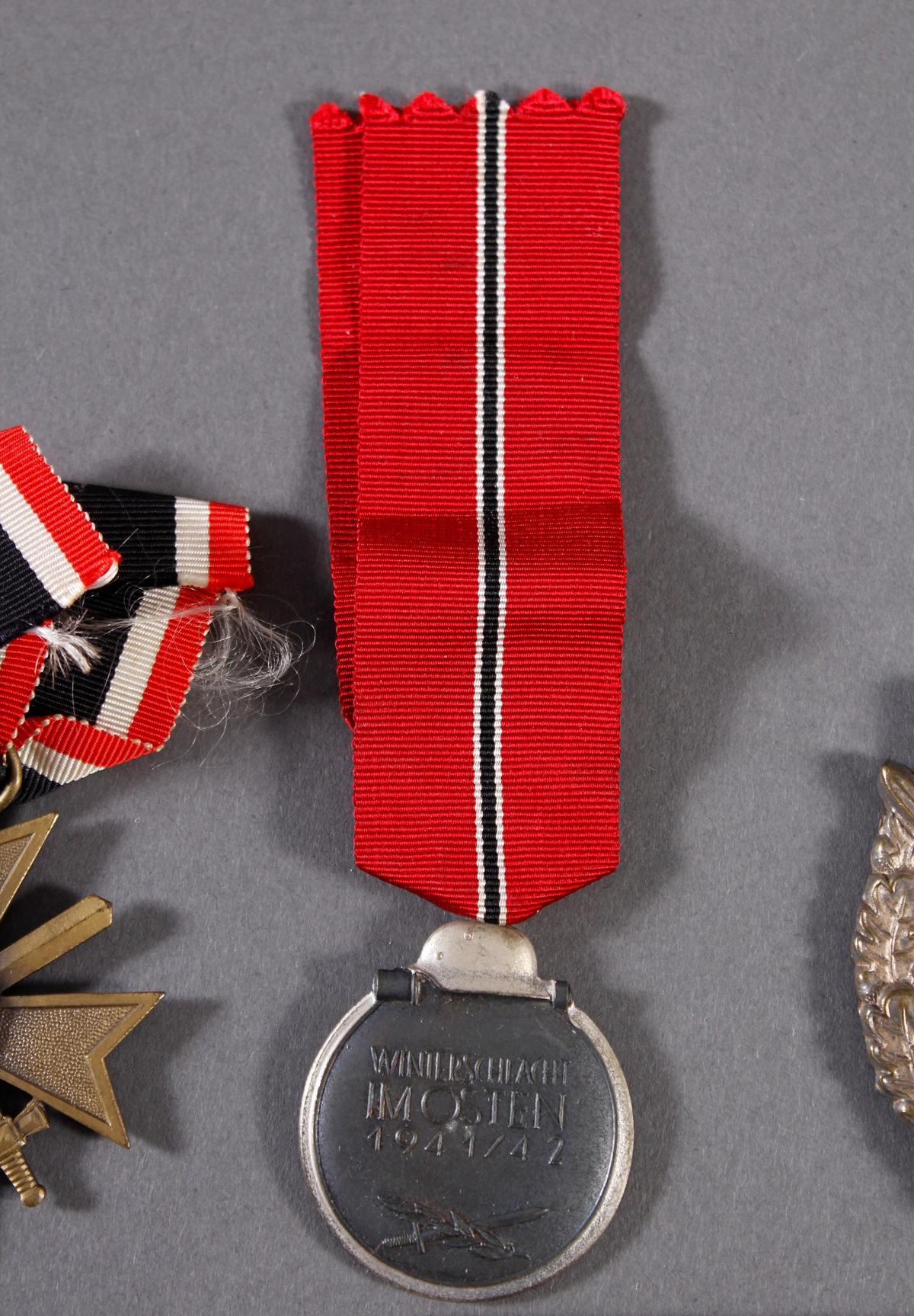 Militaria Konvolut WK II: Orden, Abzeichen und Fotos-5
