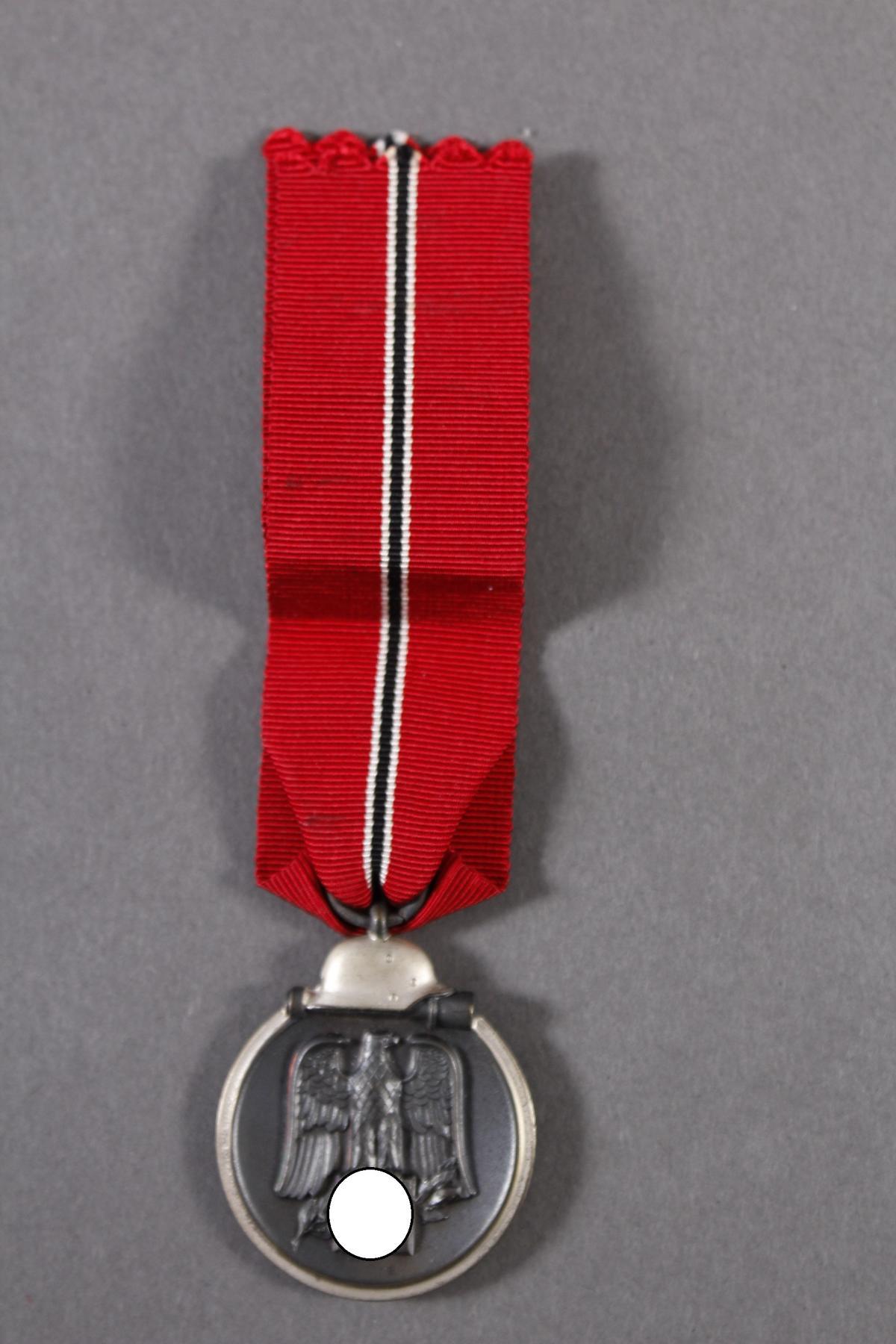 Militaria Konvolut WK II: Orden, Abzeichen und Fotos-13