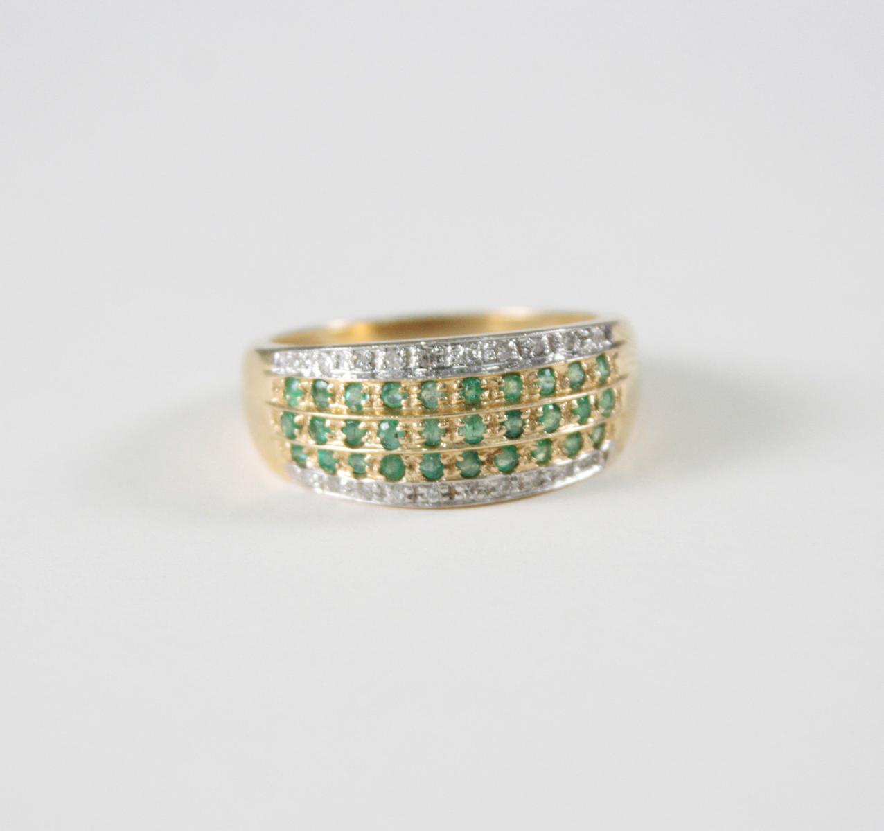 Damenring mit Smaragden und Diamanten, 14 Karat Gelbgold