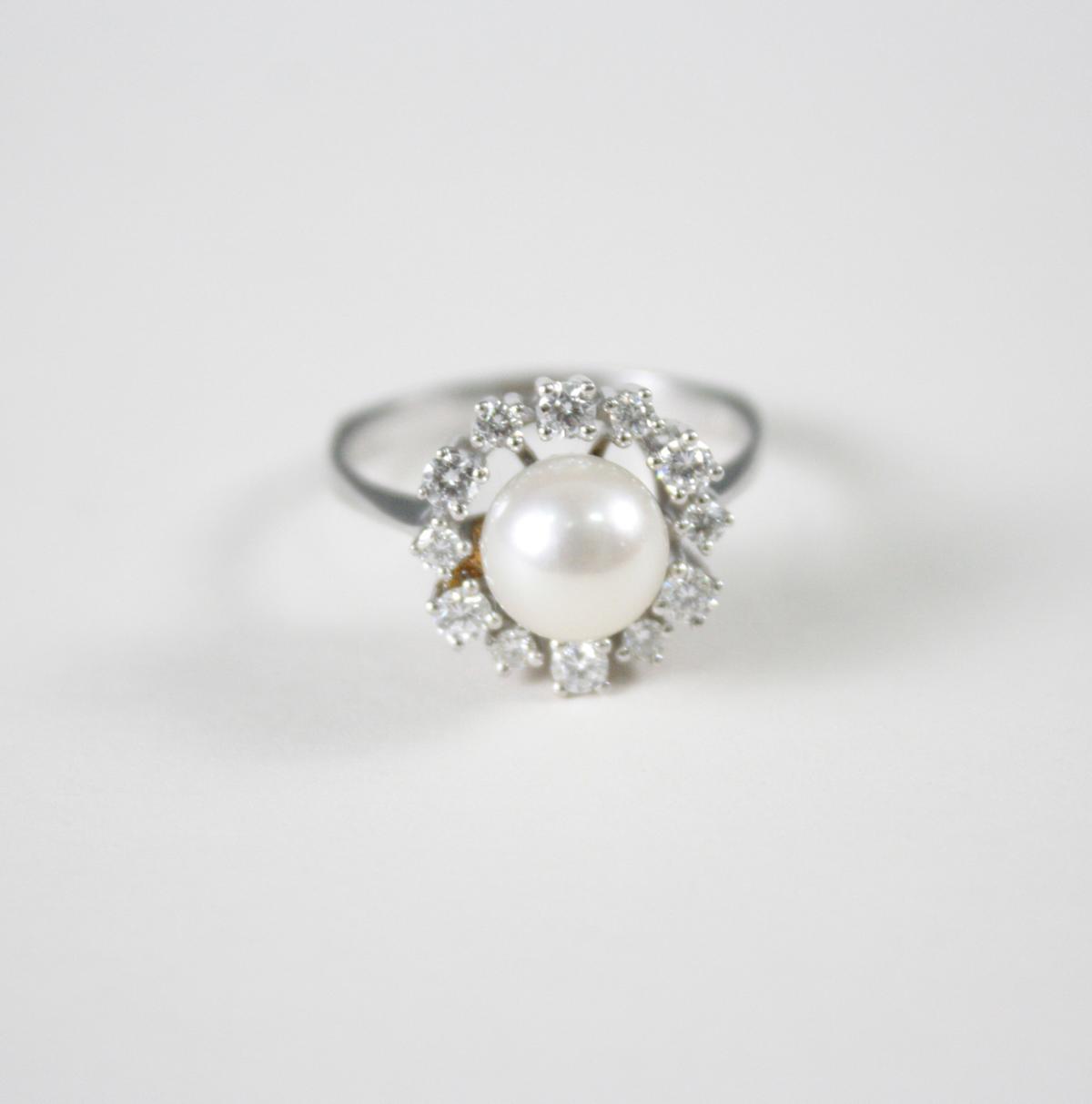 Damenring mit Perle und Diamanten, 14 Karat Weißgold