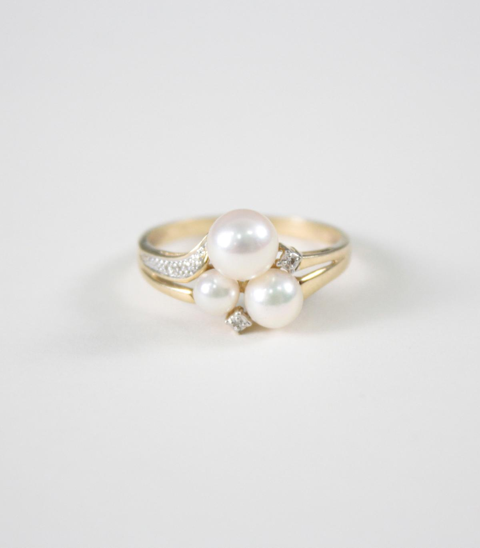 Damenring mit Perlen und  Diamanten, 14 Karat Gelbgold