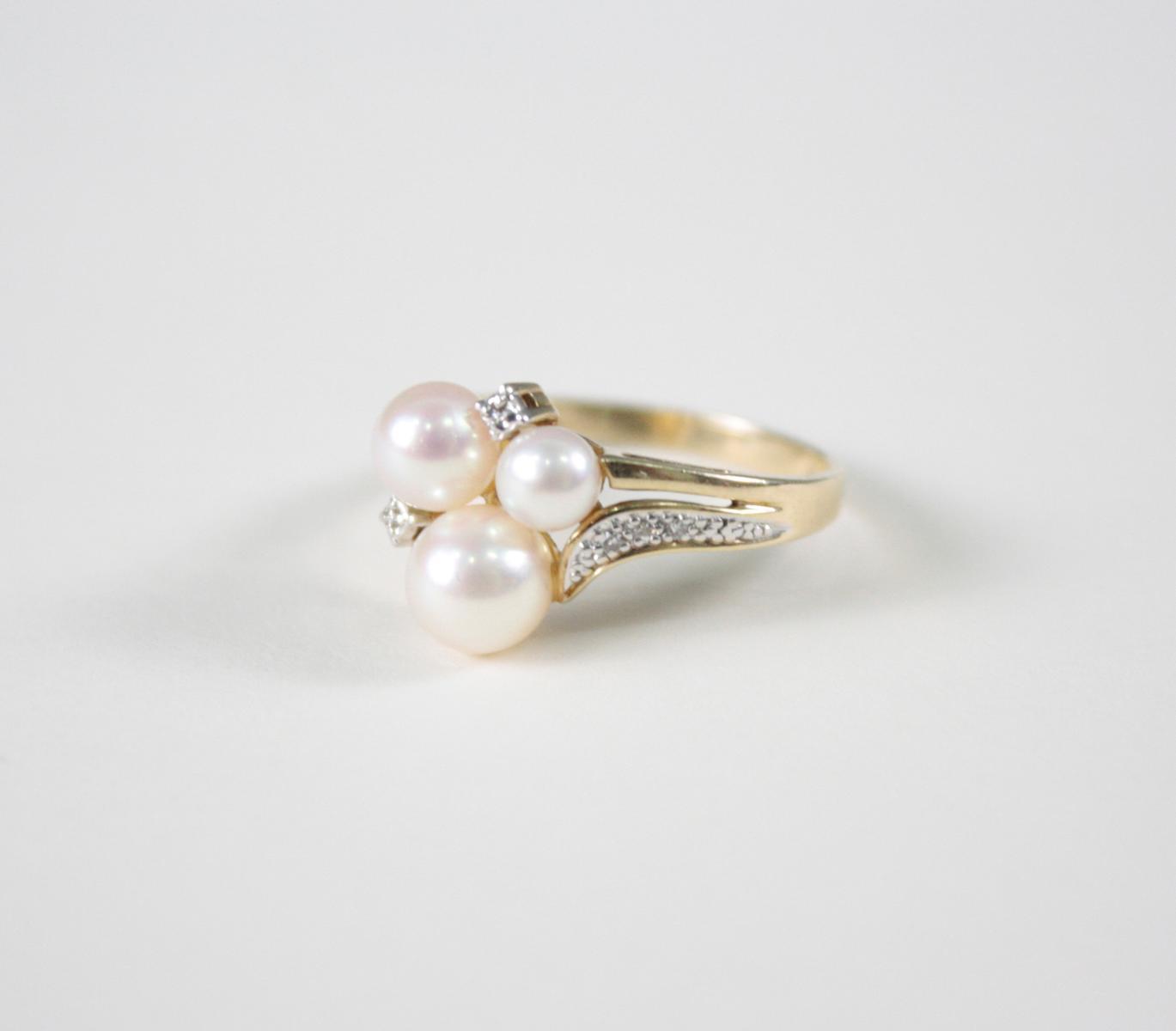 Damenring mit Perlen und  Diamanten, 14 Karat Gelbgold-2