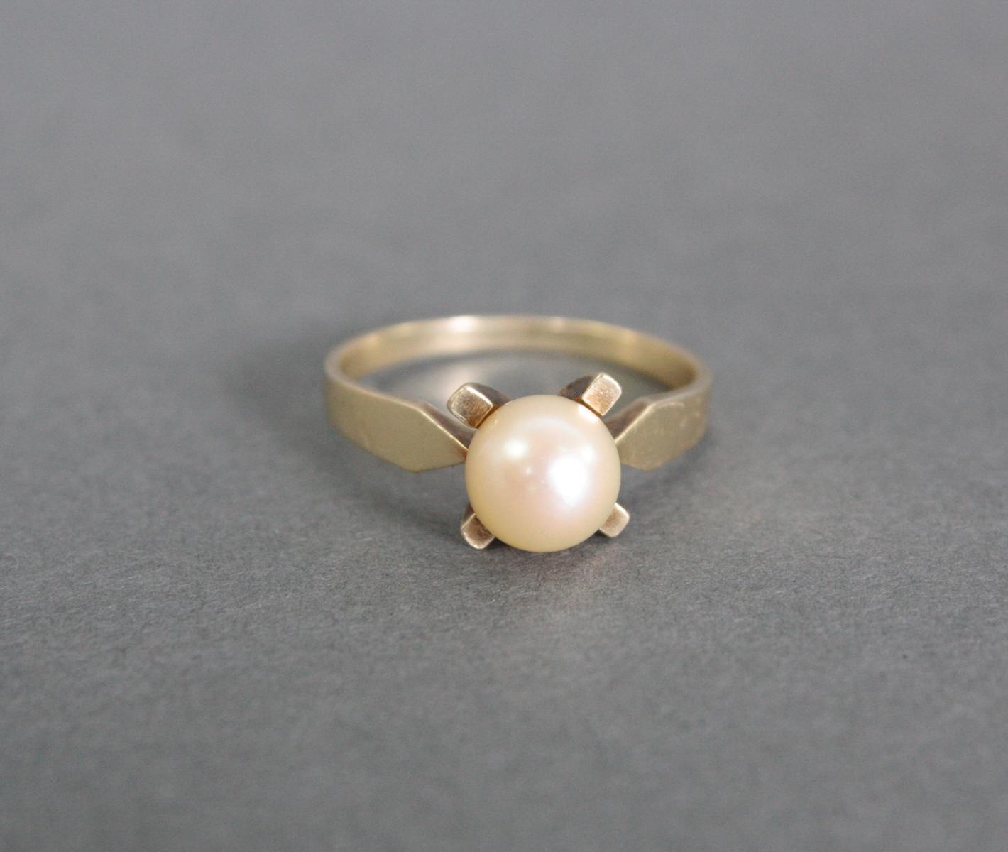 Damenring mit Perle, 14 Karat Gelbgold