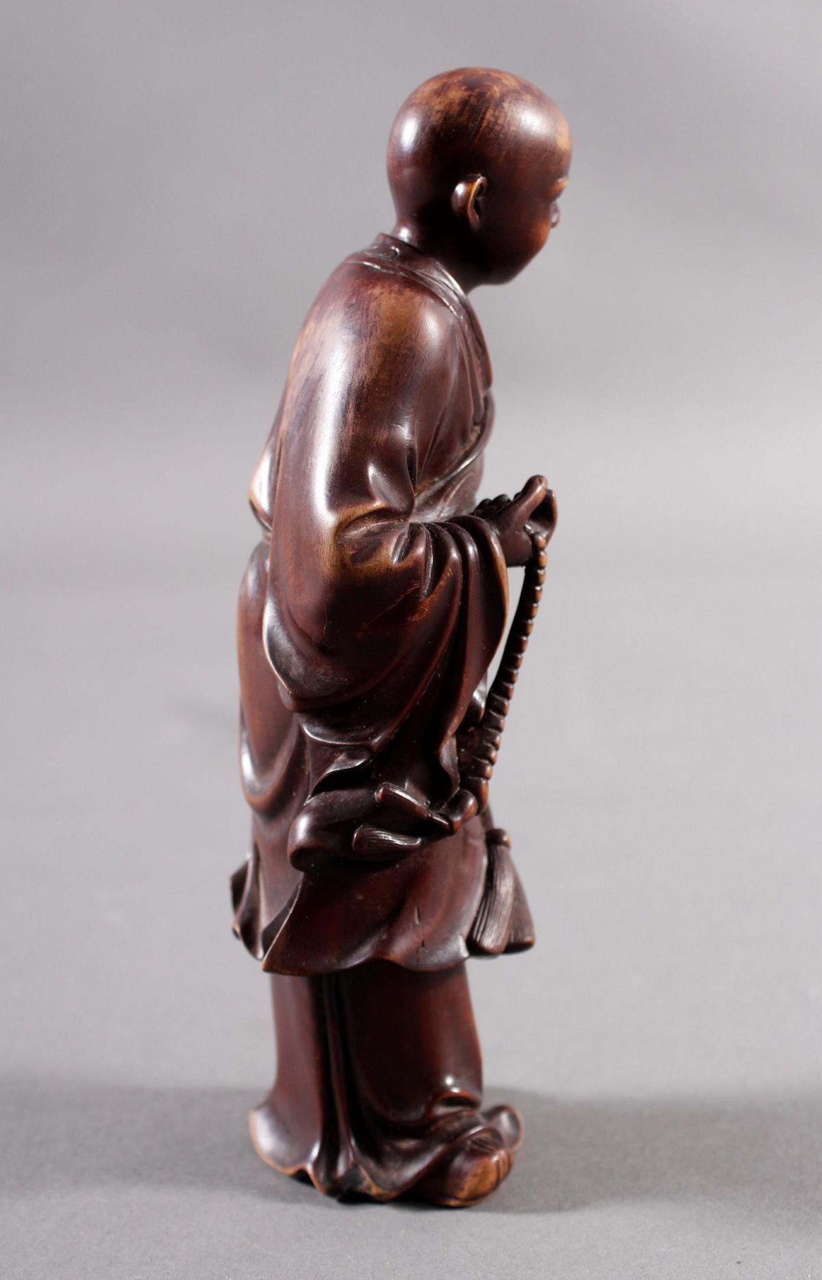 Kleine Holzplastik eines Mönchs, China Anfang/ Mitte 19. Jahrhundert-4