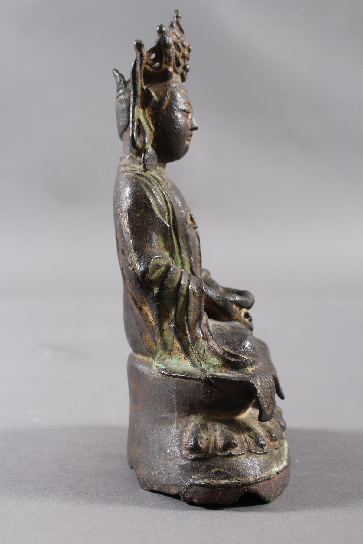 Guanyin, Bronze, China Ming Zeit. Im Meditationssitz auf einem Lotos-2