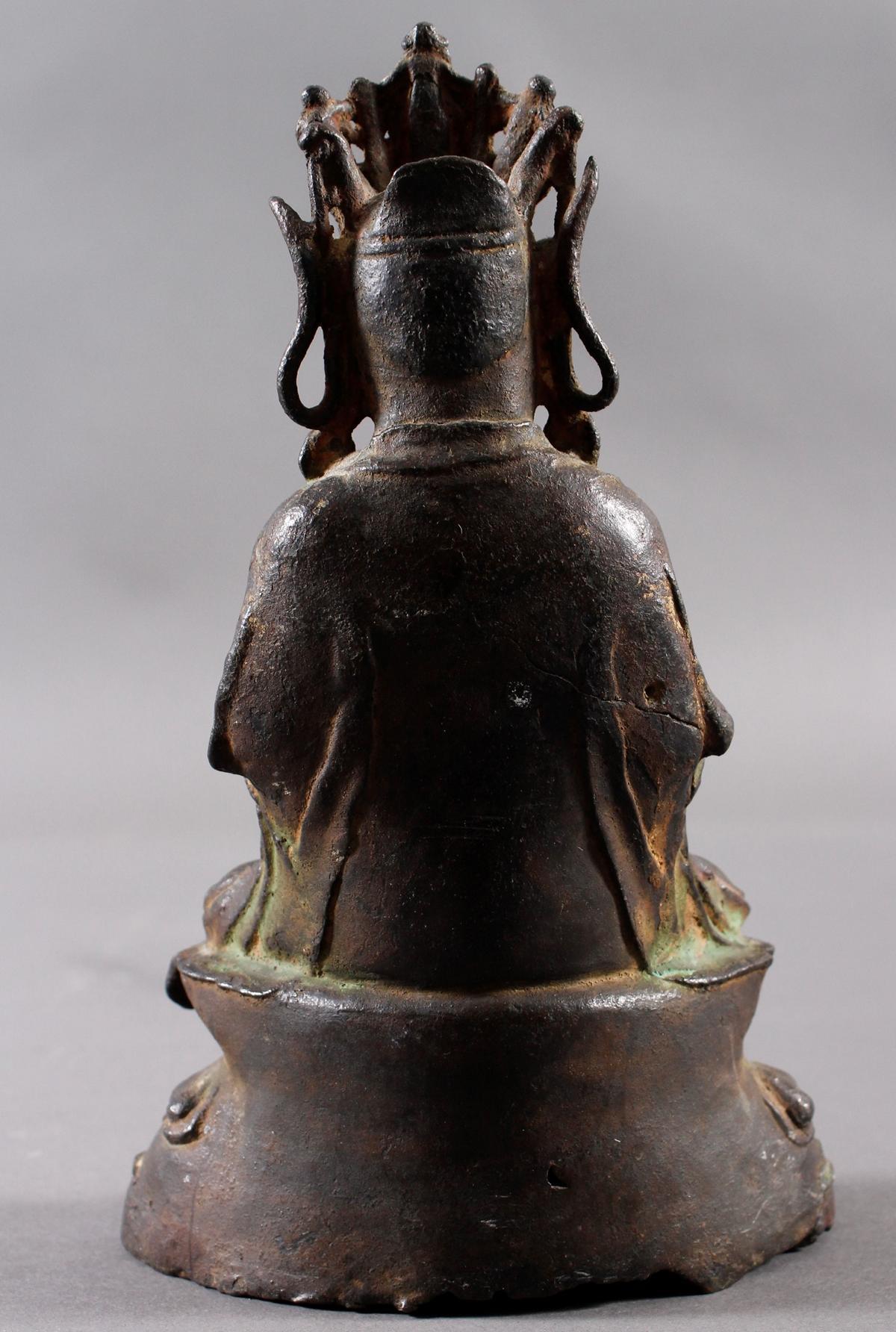 Guanyin, Bronze, China Ming Zeit. Im Meditationssitz auf einem Lotos-3