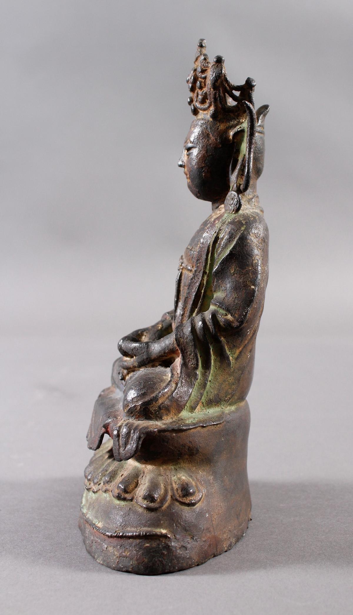 Guanyin, Bronze, China Ming Zeit. Im Meditationssitz auf einem Lotos-4