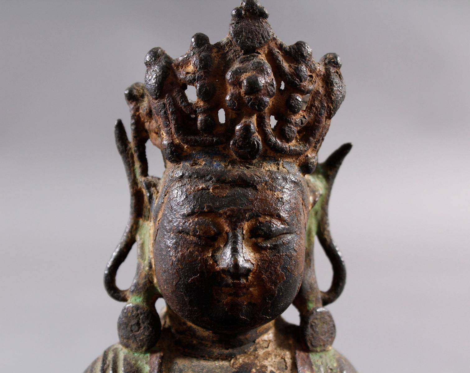 Guanyin, Bronze, China Ming Zeit. Im Meditationssitz auf einem Lotos-5