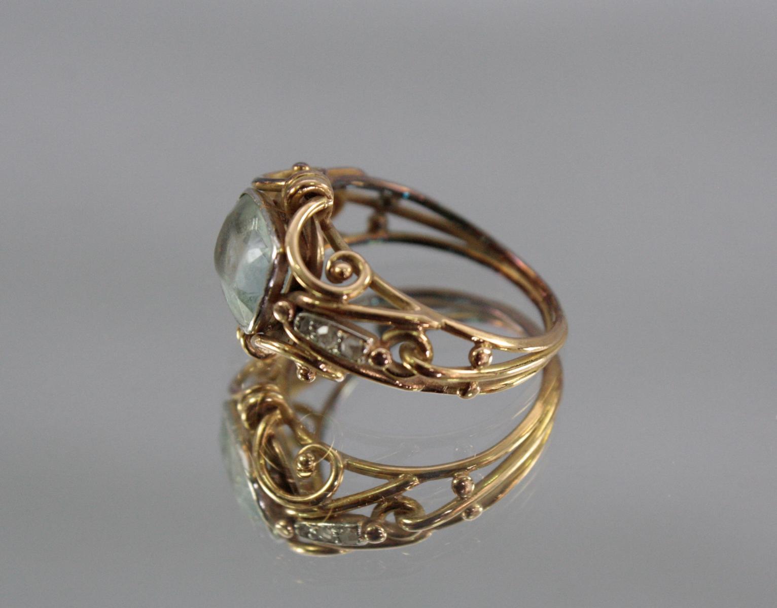 Damenring mit Aquamarin und Diamanten, 14 Karat Gelbgold-3