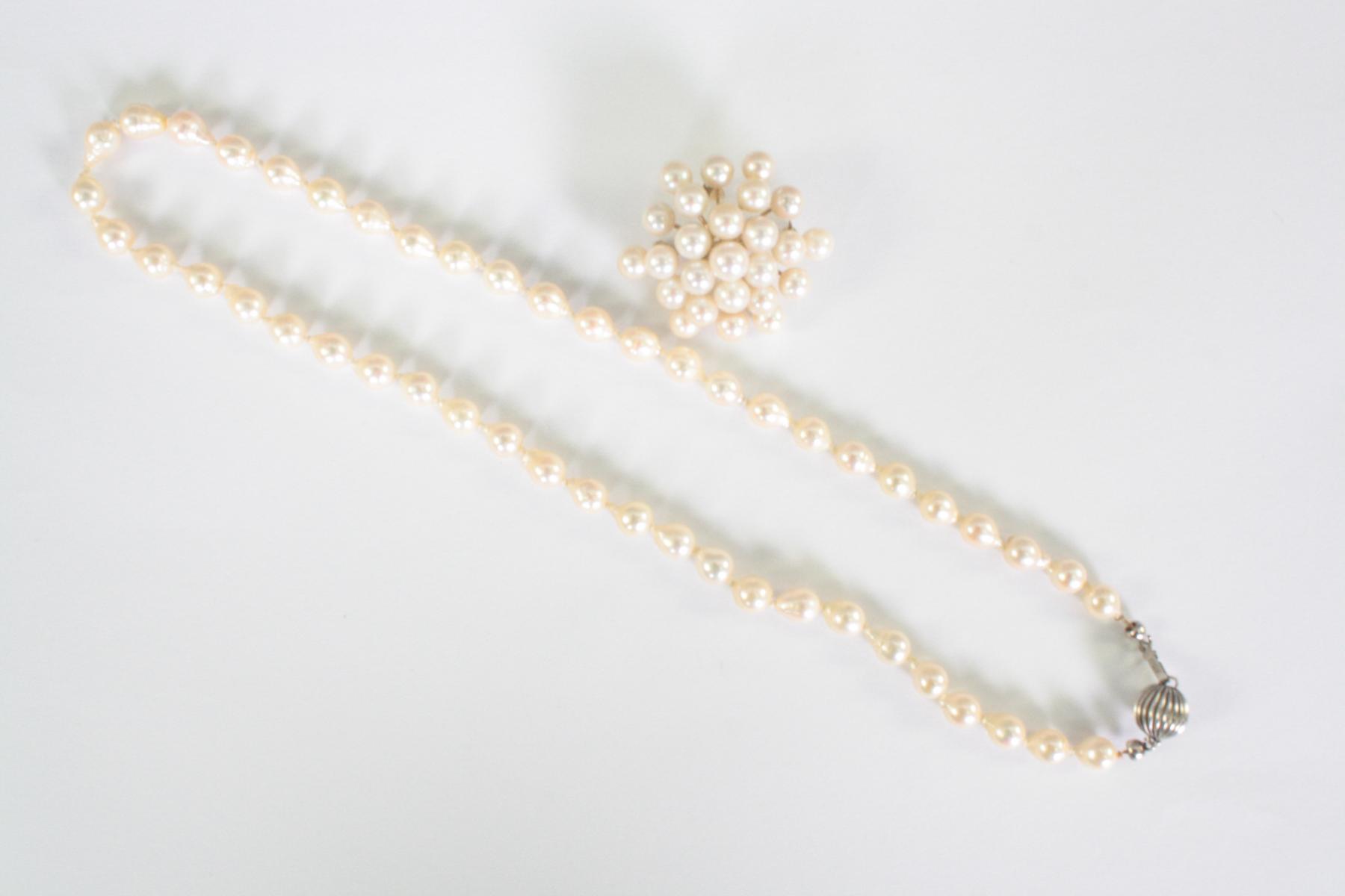 Brosche und Halskette mit Perlen, Sterlingsilber und 14 Karat Gelbgold