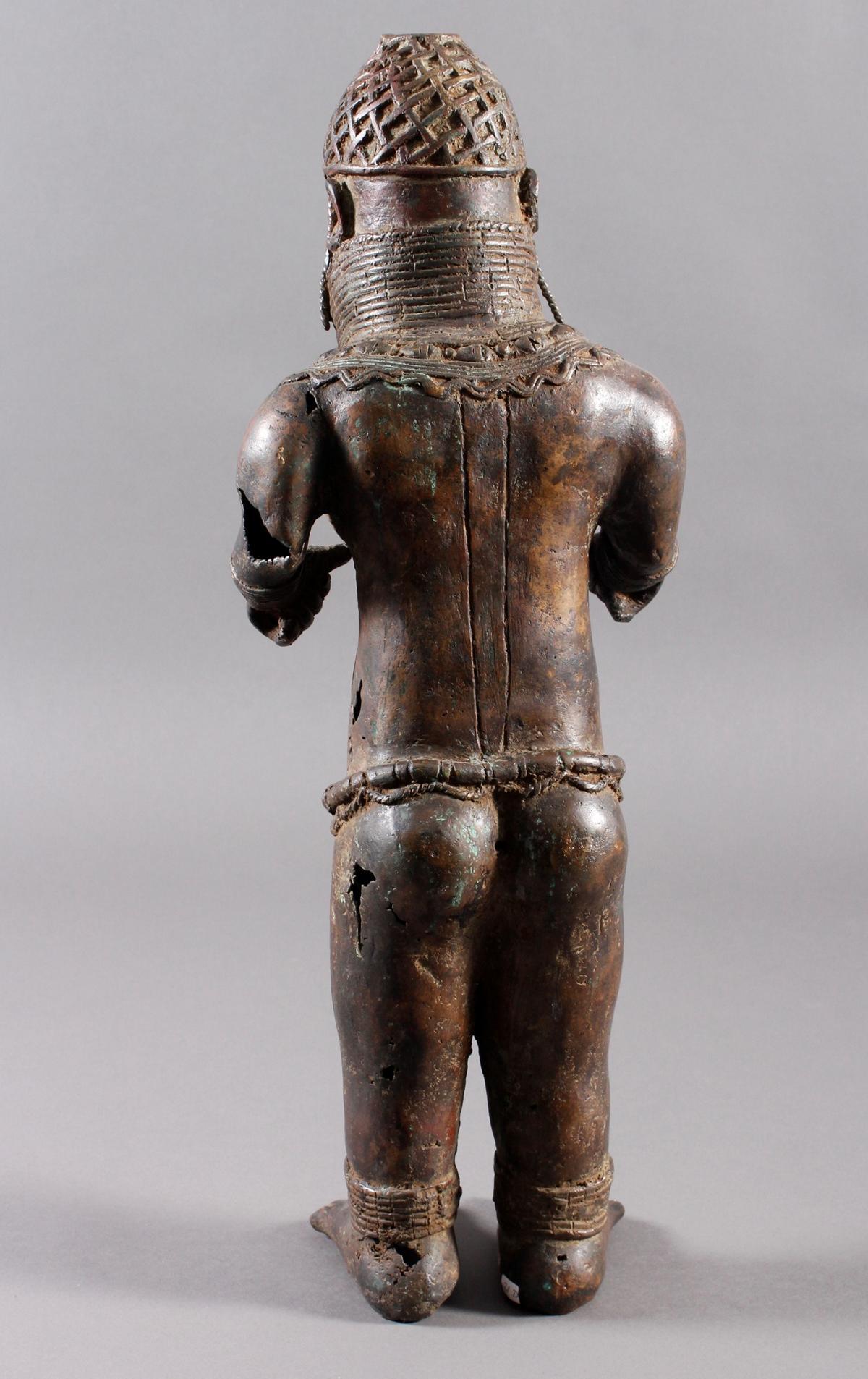 Bronze Gedenkfigur, Benin, Nigeria, 20. Jahrhundert-5