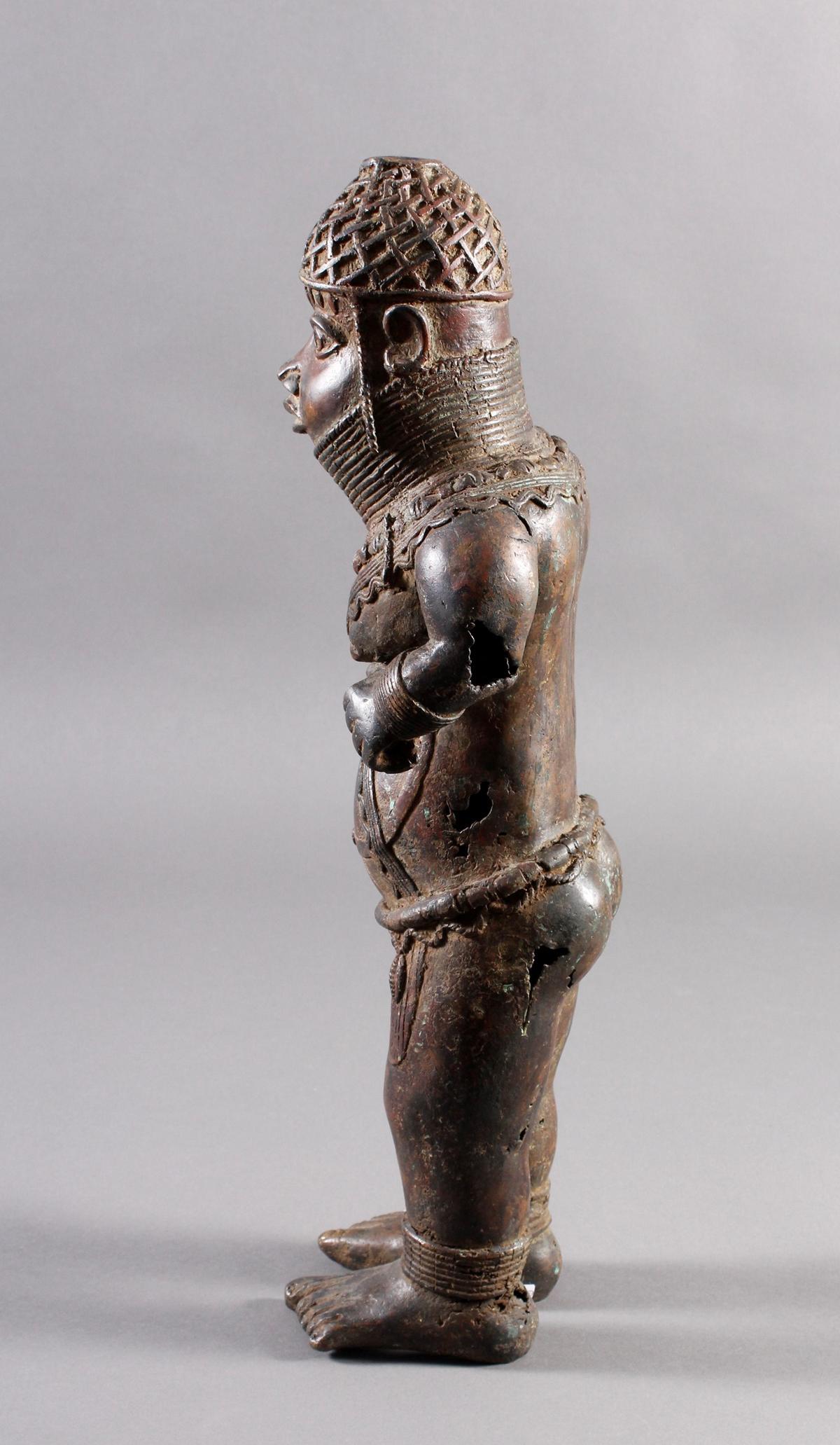 Bronze Gedenkfigur, Benin, Nigeria, 20. Jahrhundert-6
