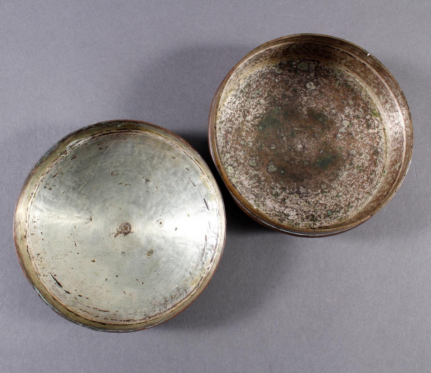 Silbertauschierte Deckeldose aus dickwandigem Kupfer-3