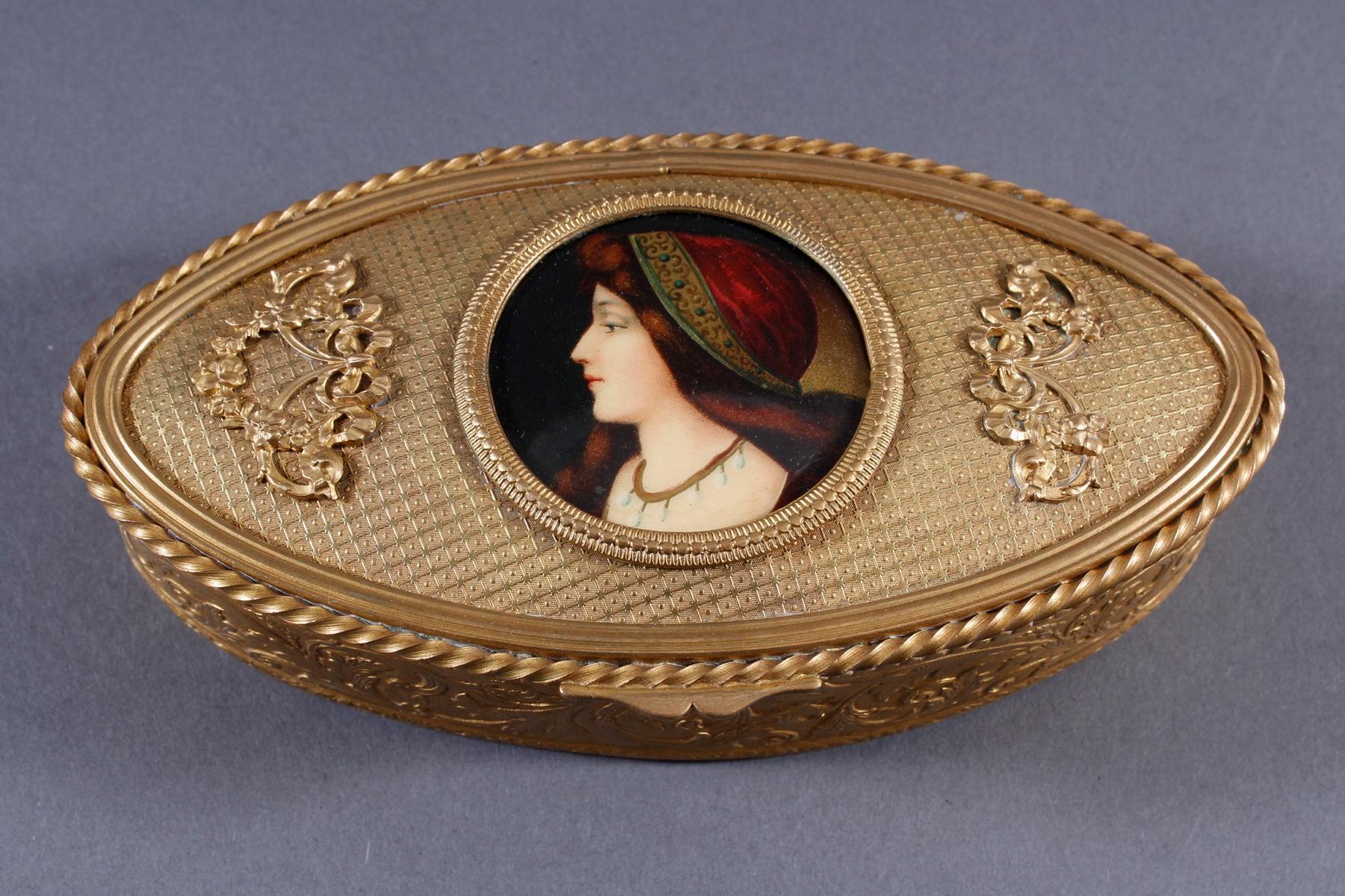 Ovale Schmuckschatulle aus geprägtem Messing, Frankreich um 1890