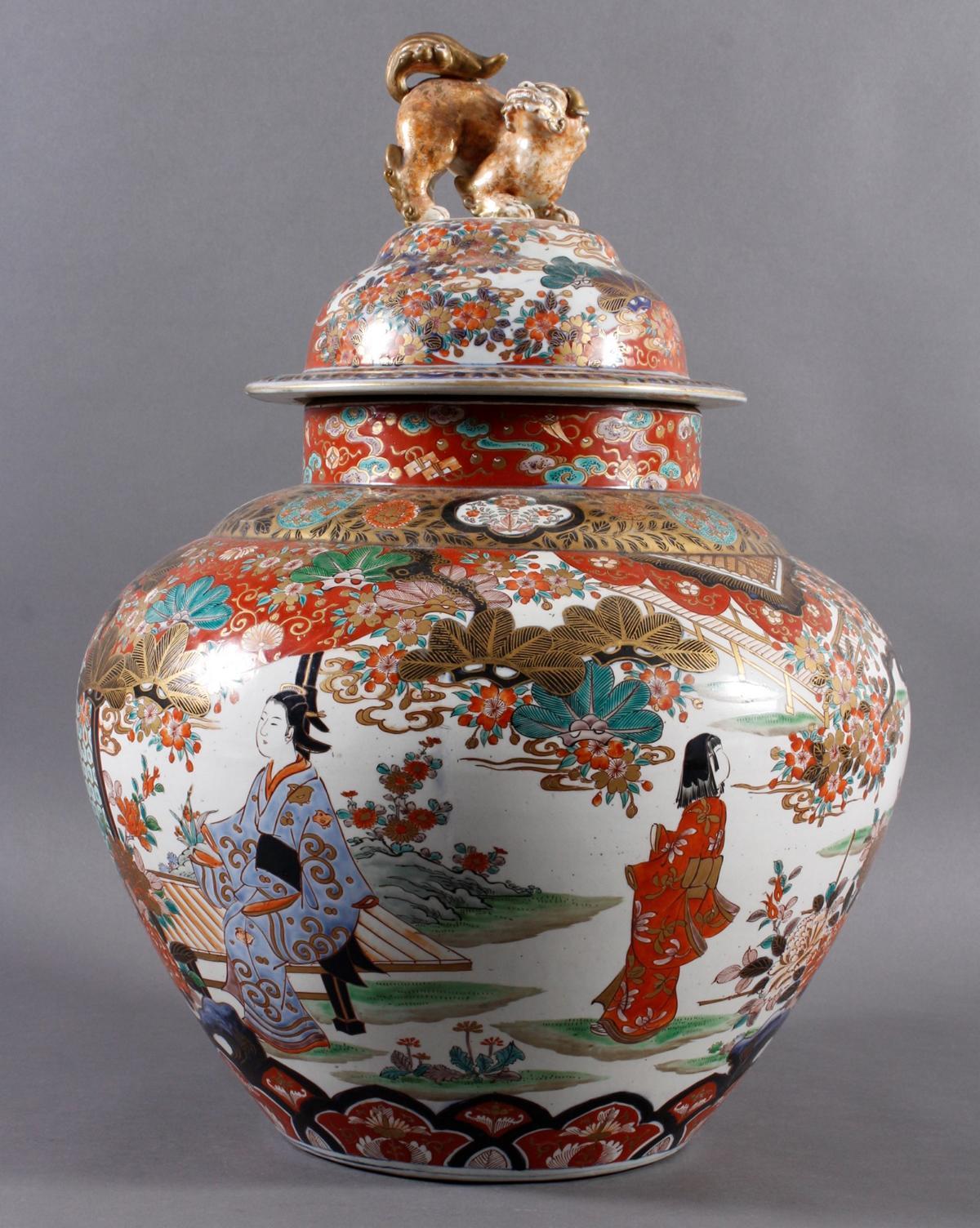 Große Prunk-Deckelvase, Imari, Japan, Meiji Periode