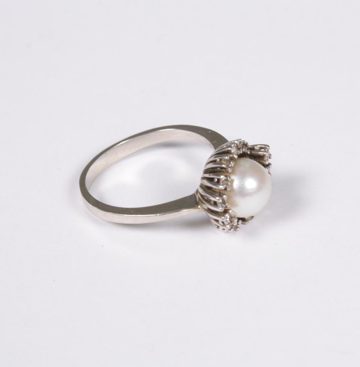 Damenring mit Diamanten und Perle, 14 Karat Weißgold-2