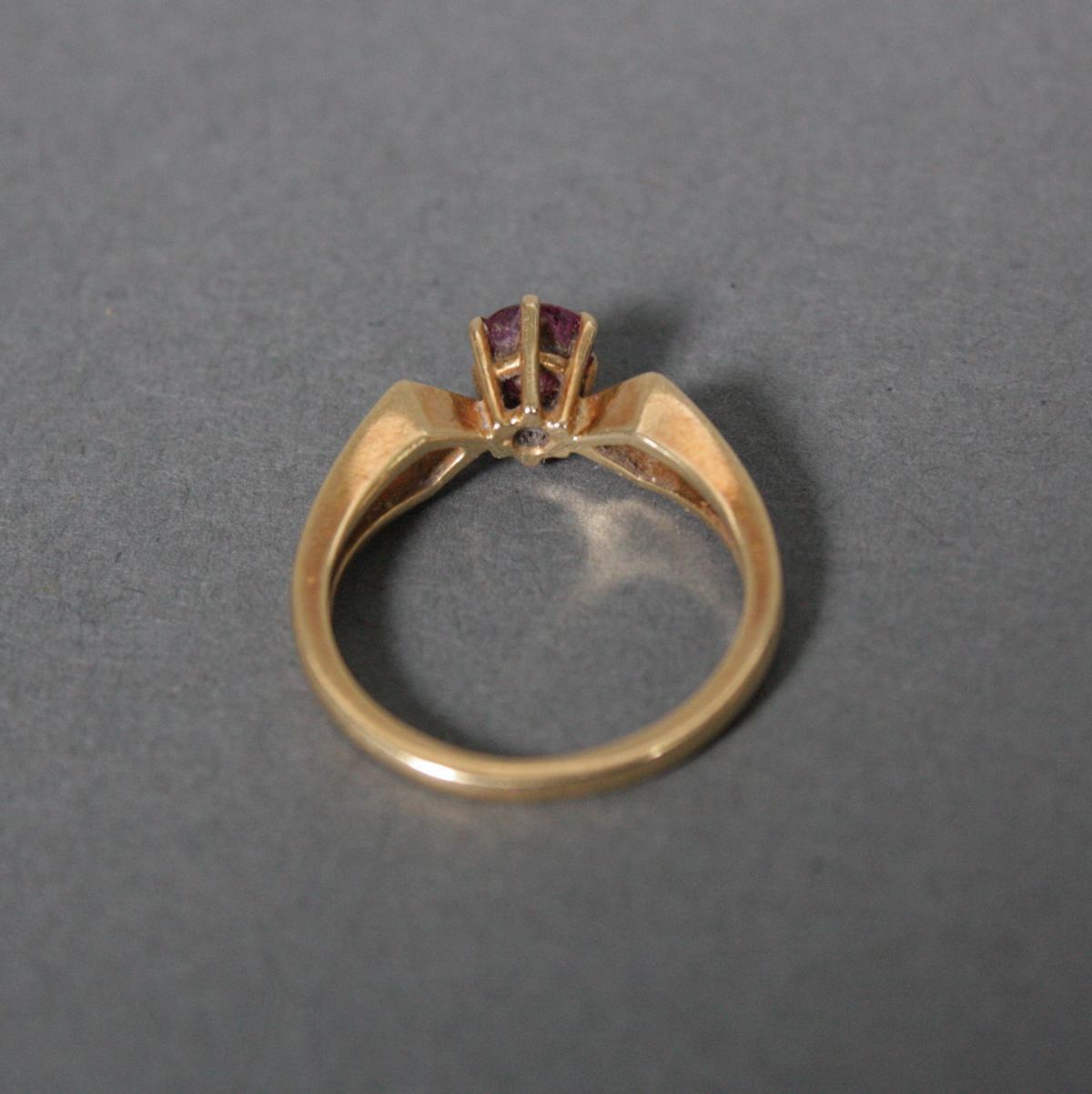 Ring mit Rubin, 18 Karat Gelbgold-3