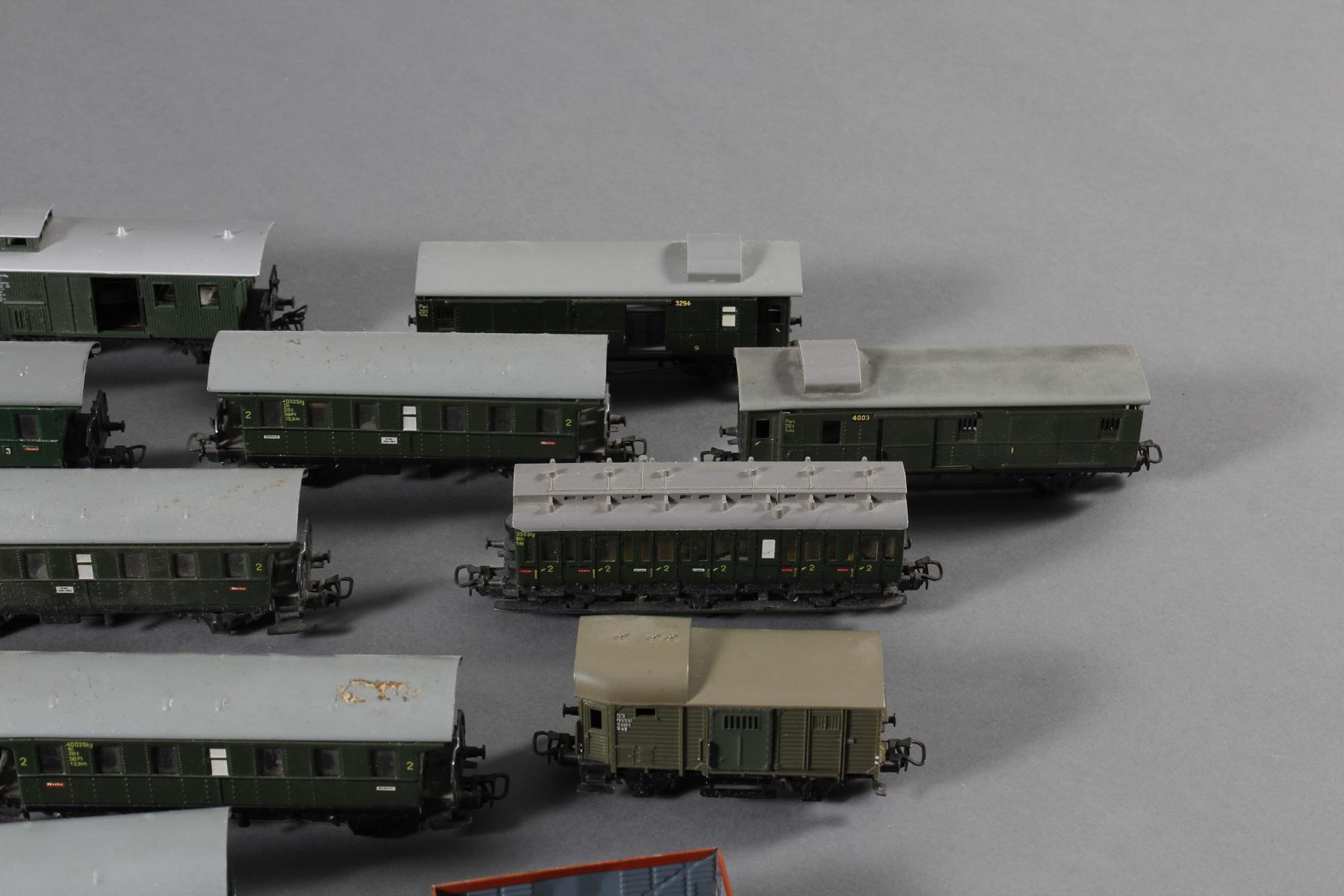 Märklin: 1 Lok und Waggons, teilweise aus Blech-3