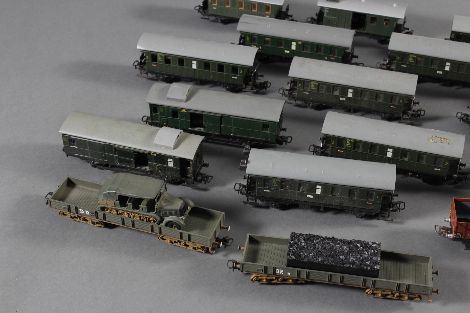 Märklin: 1 Lok und Waggons, teilweise aus Blech-4