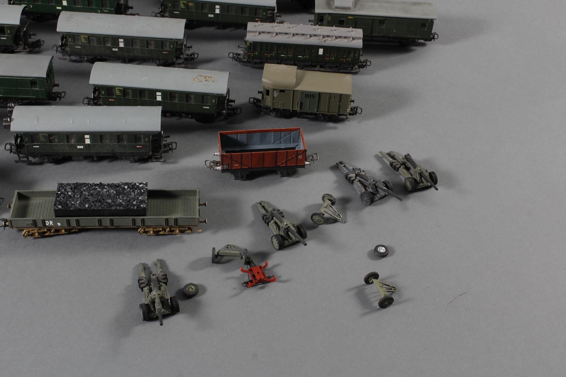 Märklin: 1 Lok und Waggons, teilweise aus Blech-5