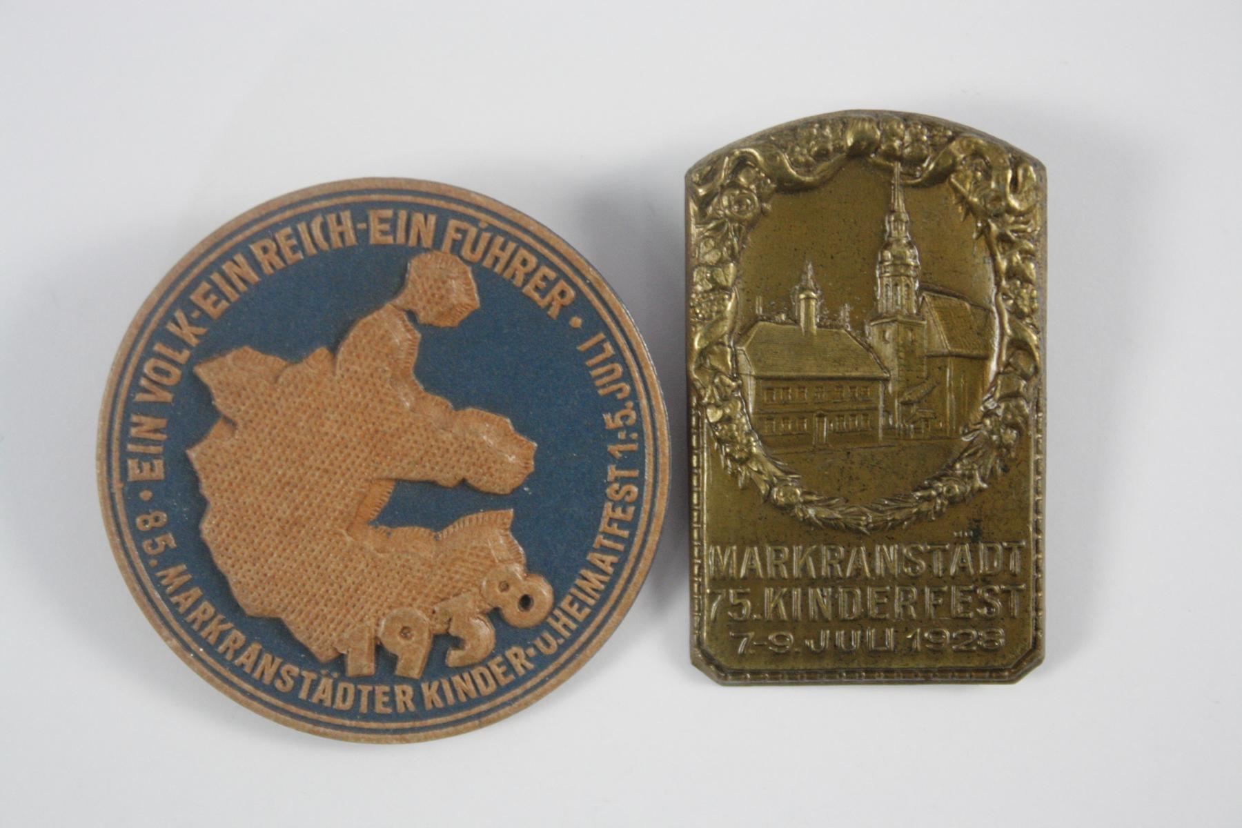 2 Abzeichen: Markränstädter Kinder- und Heimatfest 1928 und 1938