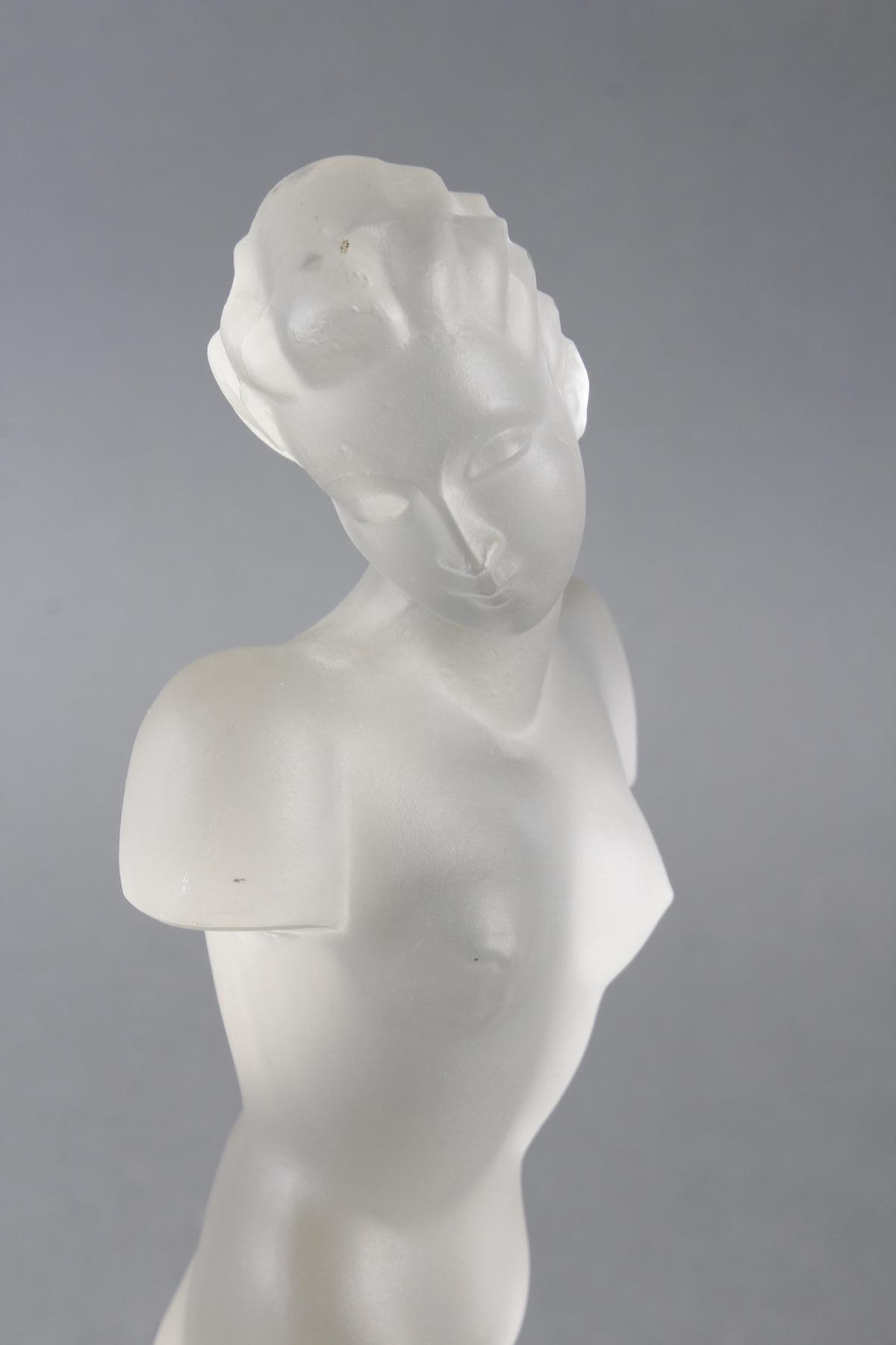 Glasskulptur, Frauenakt auf Sockel, Böhmen um 1950-3