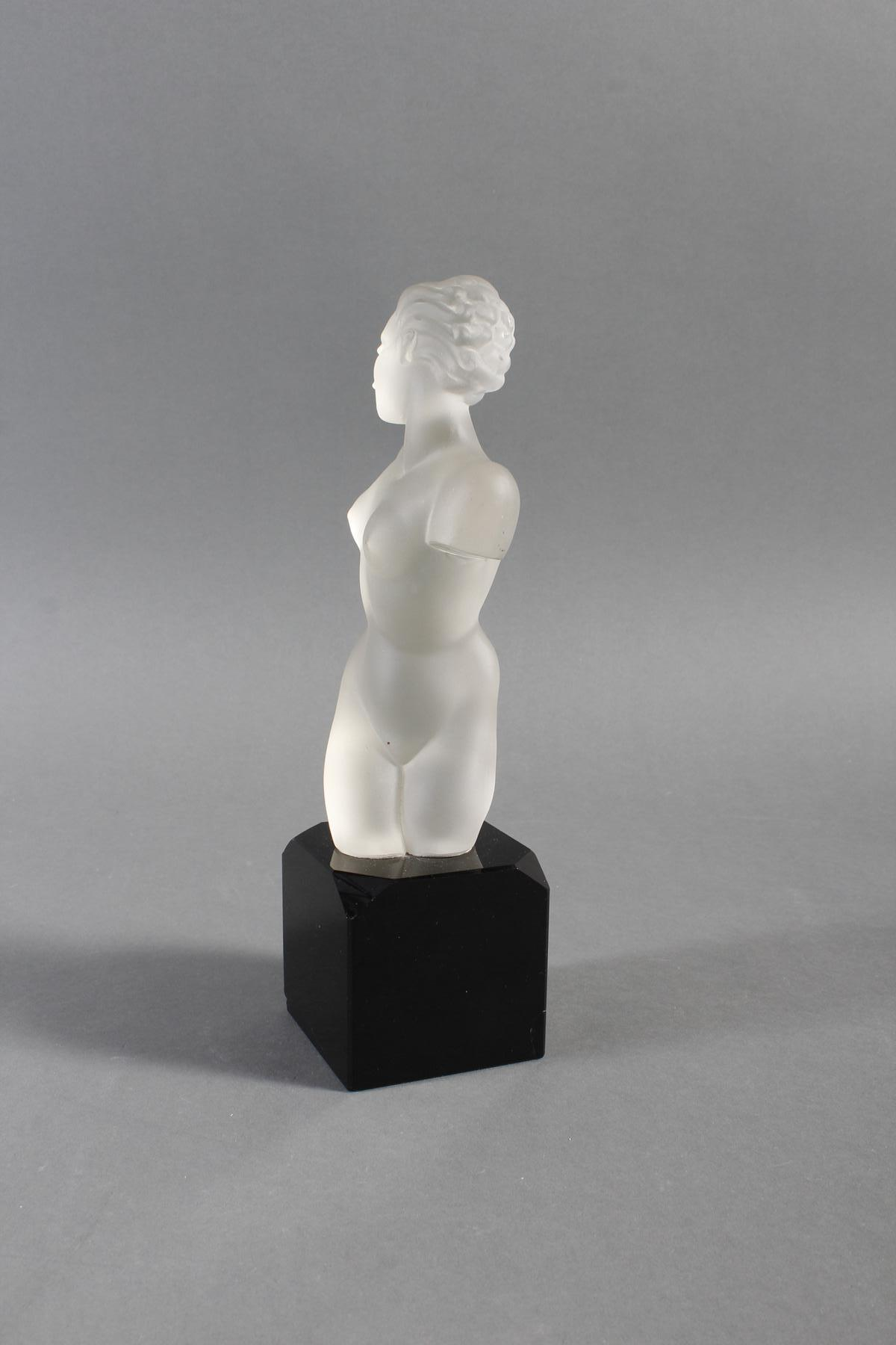 Glasskulptur, Frauenakt auf Sockel, Böhmen um 1950-7